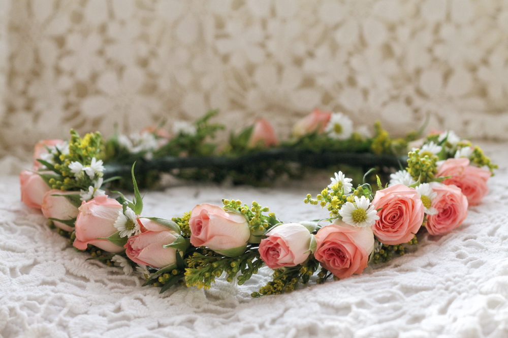 rosebud flower crown | via: bekuh b.