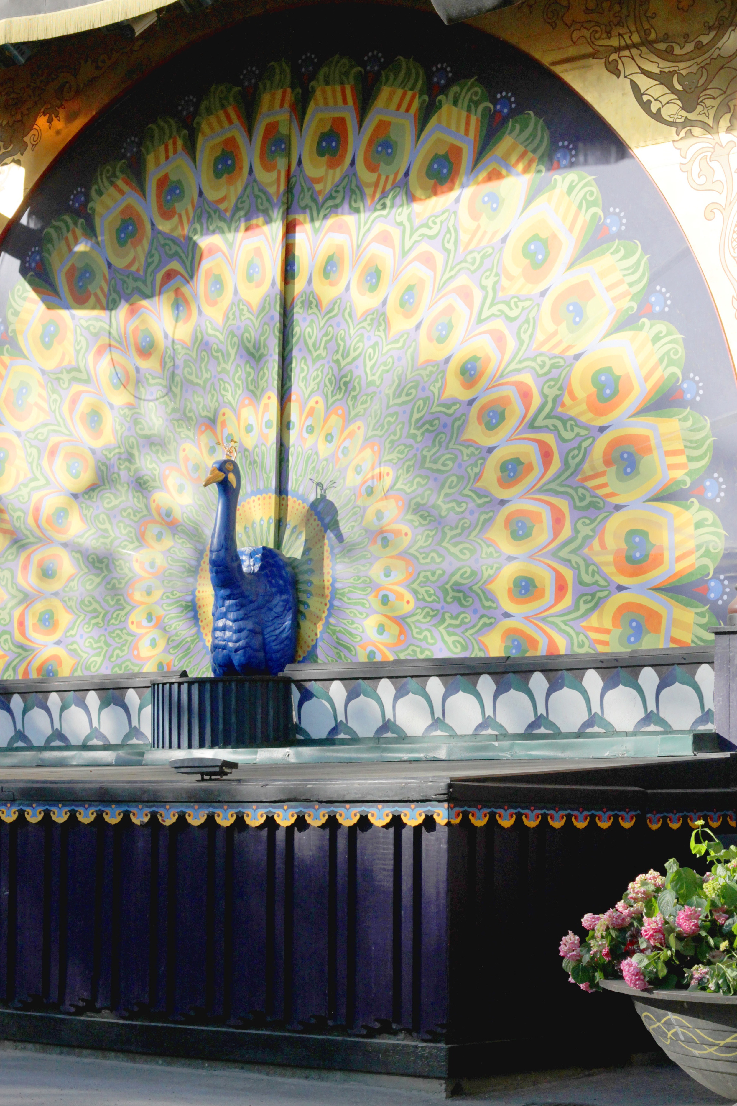 pantomime theatre, tivoli gardens, copenhagen | via: bekuh b.