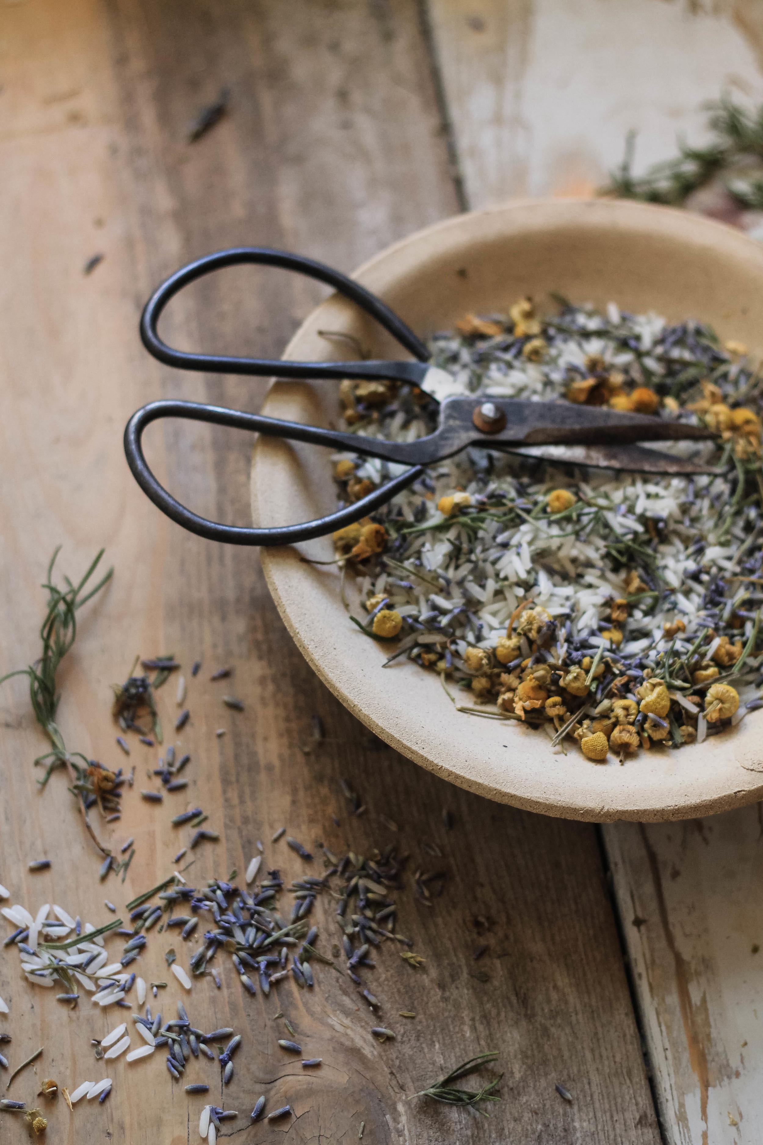 diy lavender & chamomile sachets | via: bekuh b.