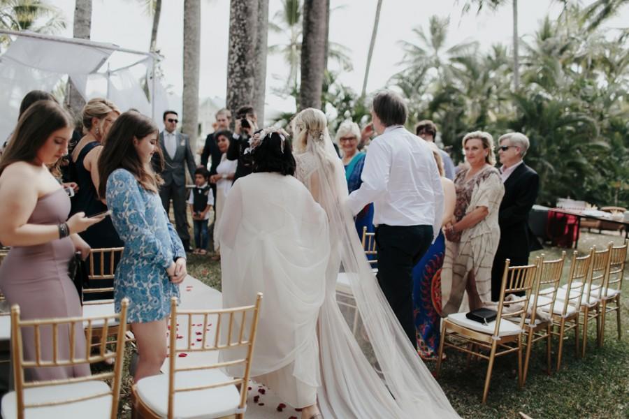 boho-tipi-wedding-sheraton-port-douglas-oli-sansom-15-900x0-c-default.jpg