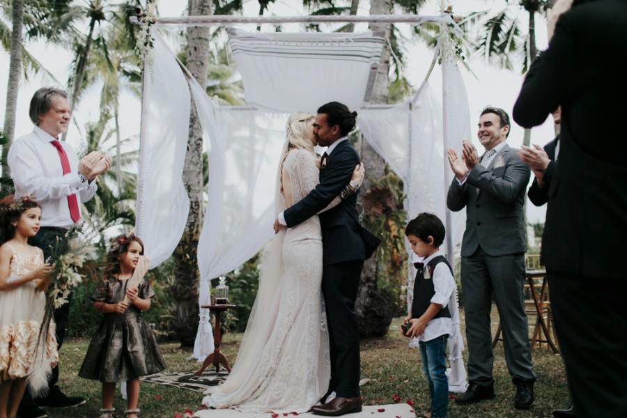 boho-tipi-wedding-sheraton-port-douglas-oli-sansom-23-900x0-c-default.jpg