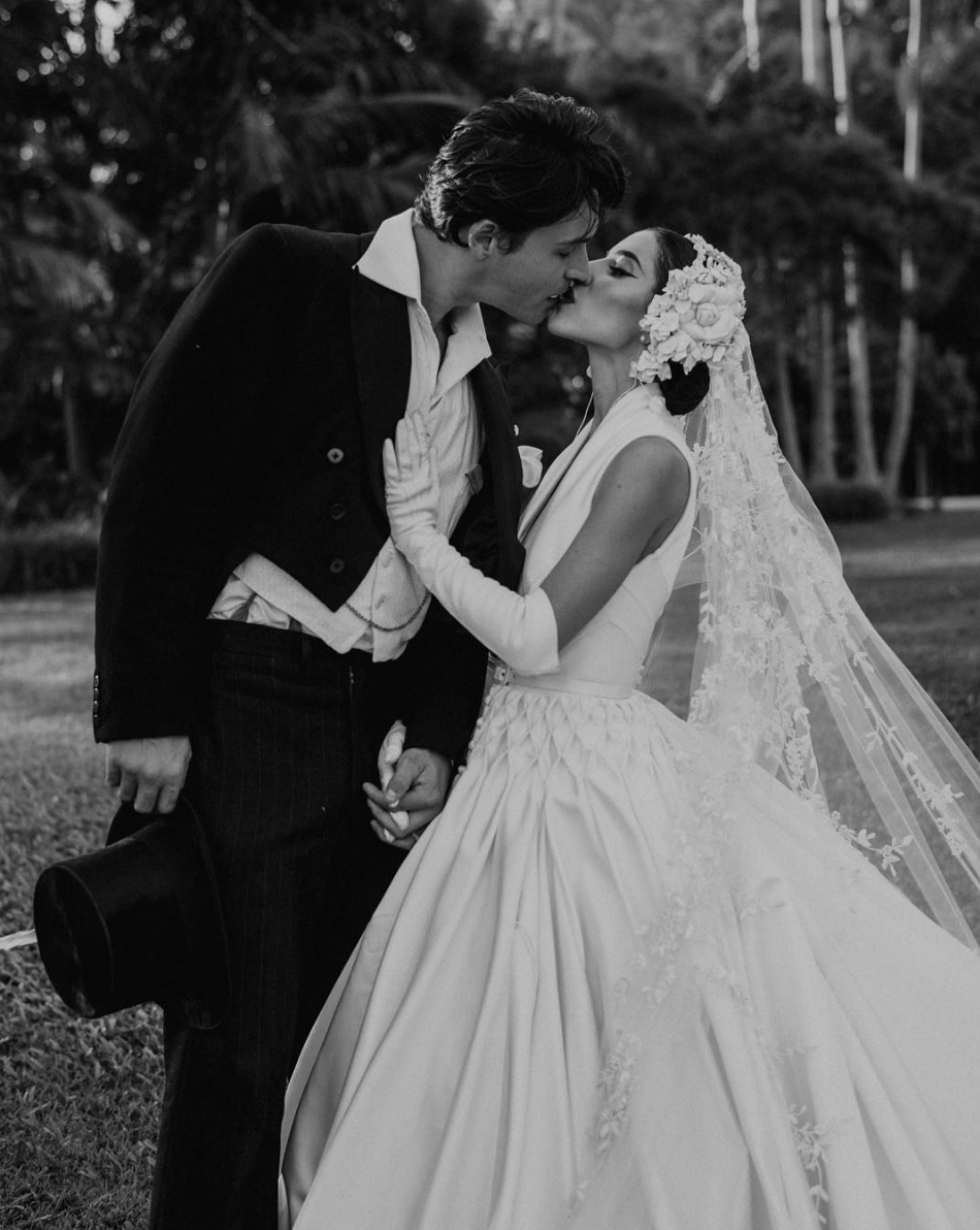 Rhodes-Wedding-Co-Lisa-The-Veronicas-01.png