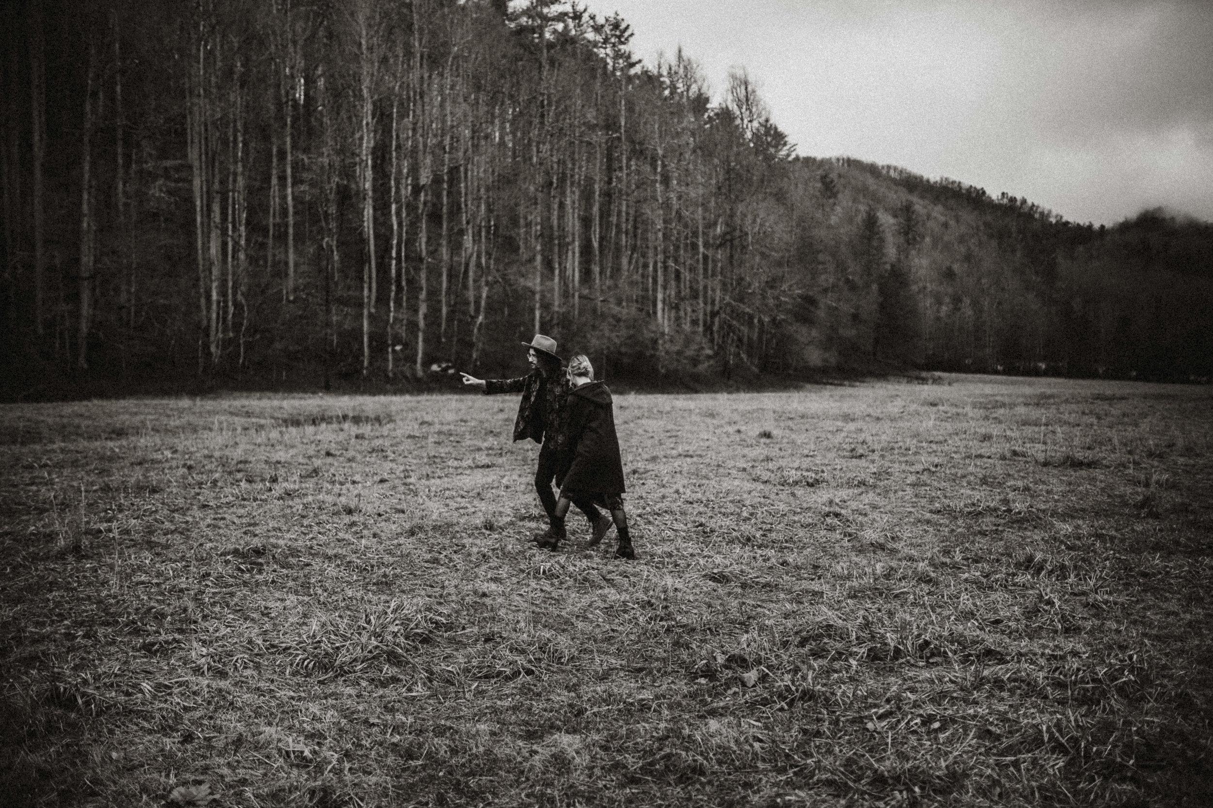 blue-ridge-mountains-couple-photographer.jpg