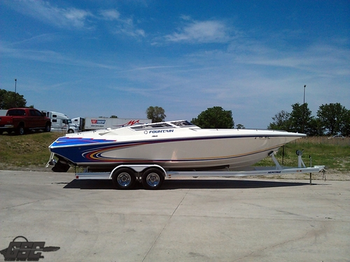 2004 FOUNTAIN 27 FEVER STEP HULL