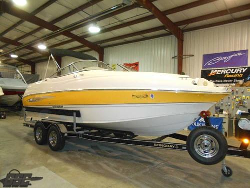 2008 Stingray 220DR Deckboat