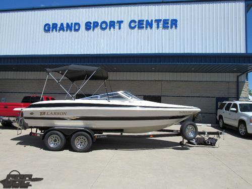 2004 Larson 210LXi Bowrider