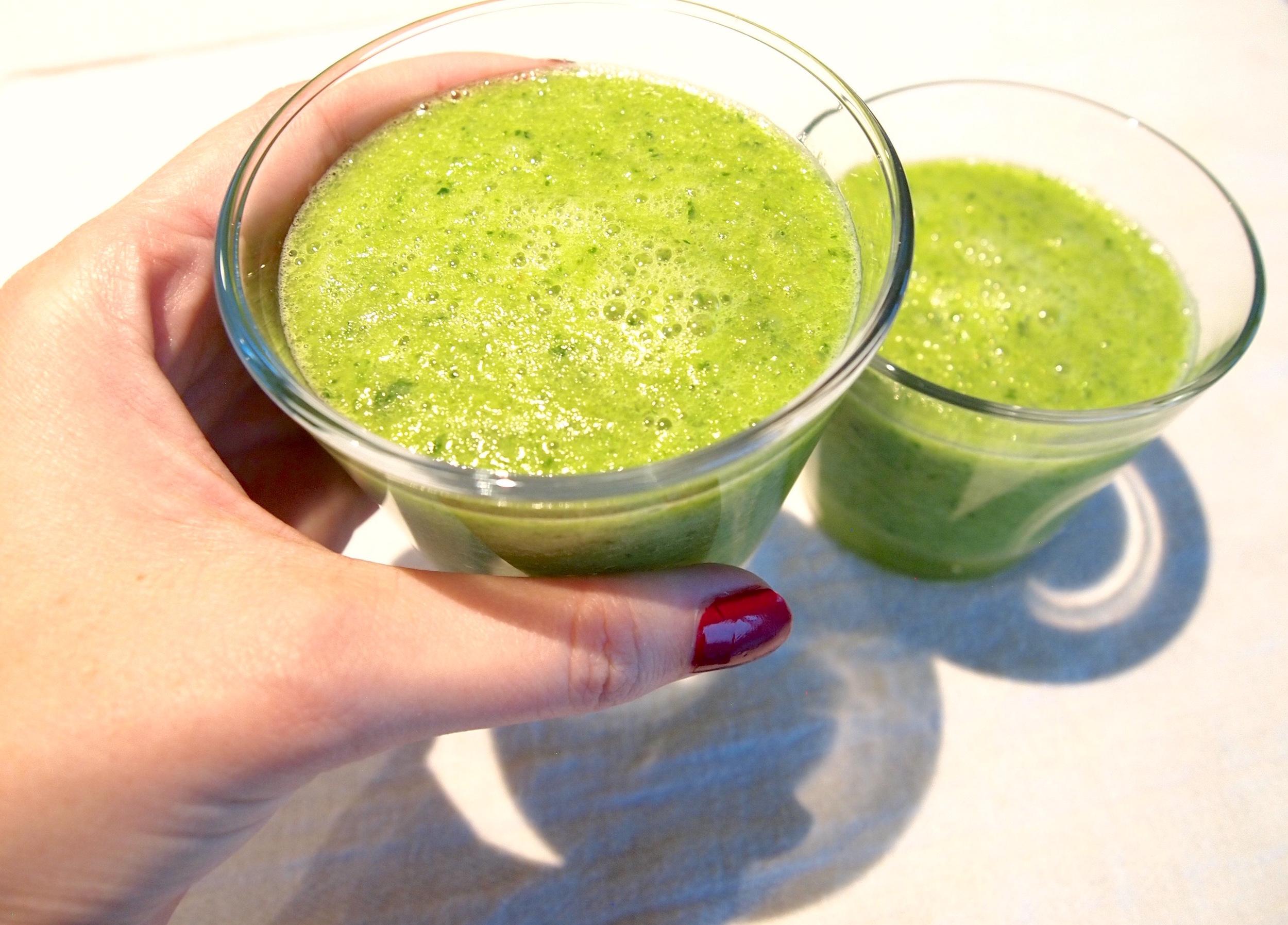 jugo verde in a cup
