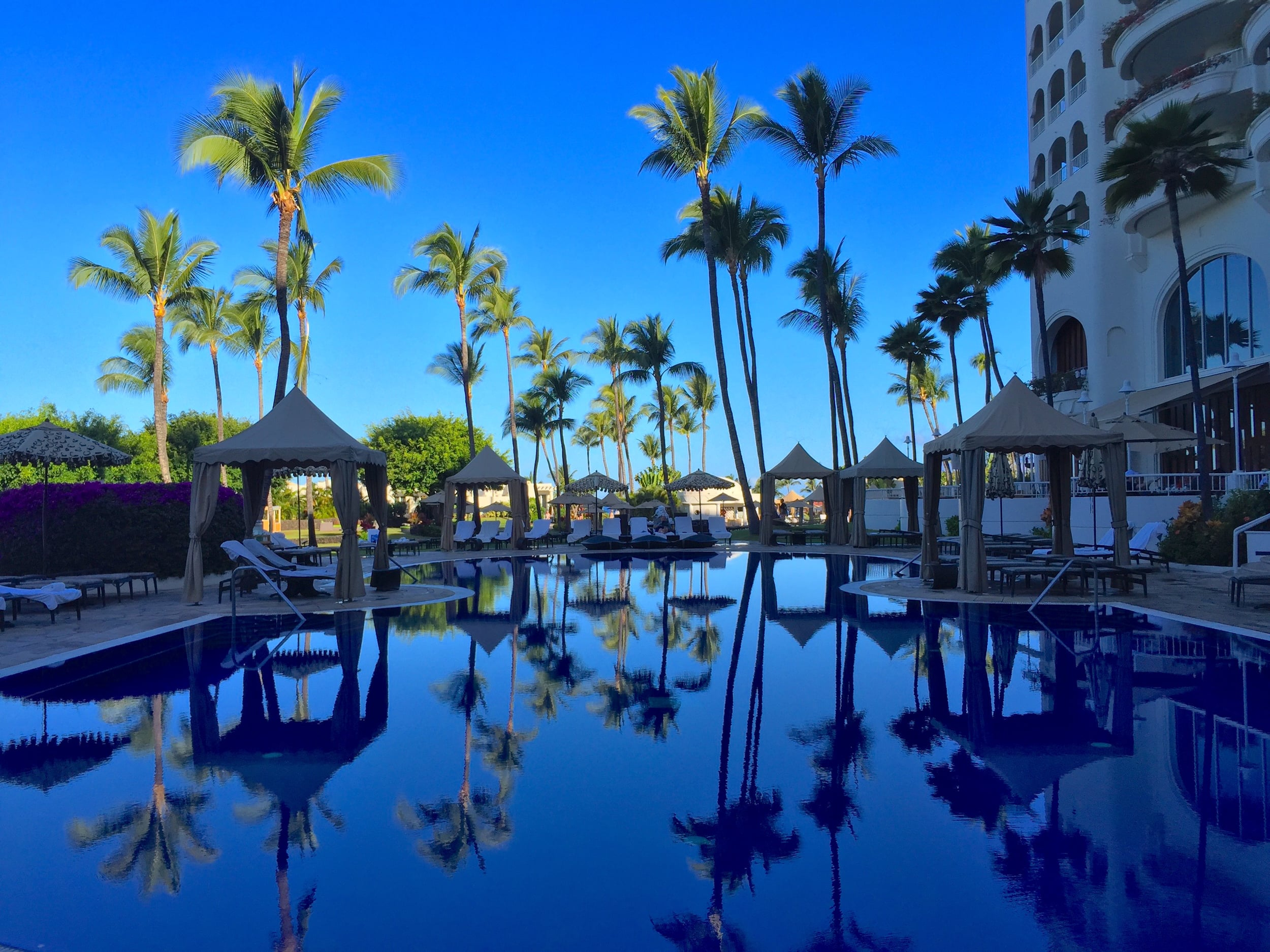 Maui: Run, don't walk to the Fairmont Kea Lani,Maui for the oishi sushi (a deep-fried spicy tuna roll) in Ko restaurant,and a  space-age escape to Willow Stream Spa , where I highly recommend the K-Lift, a NASA-developed anti-aging treatment.