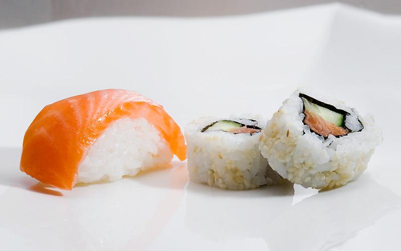 Nigirizushi  and  makizushi . Photo by Japan Sushi via  Wikimedia Commons . Used under CC 3.0