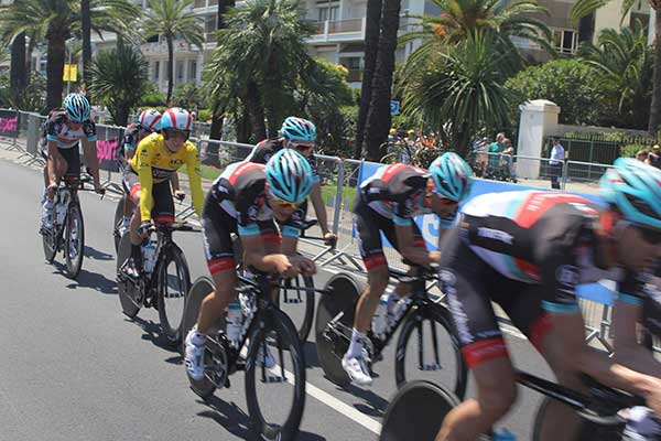 yellow-jersey-leader-tour-de-france.jpg