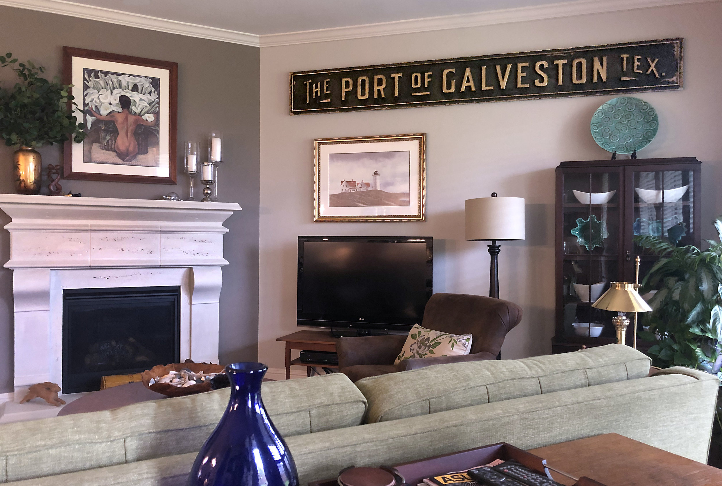 Port sign hung.jpg