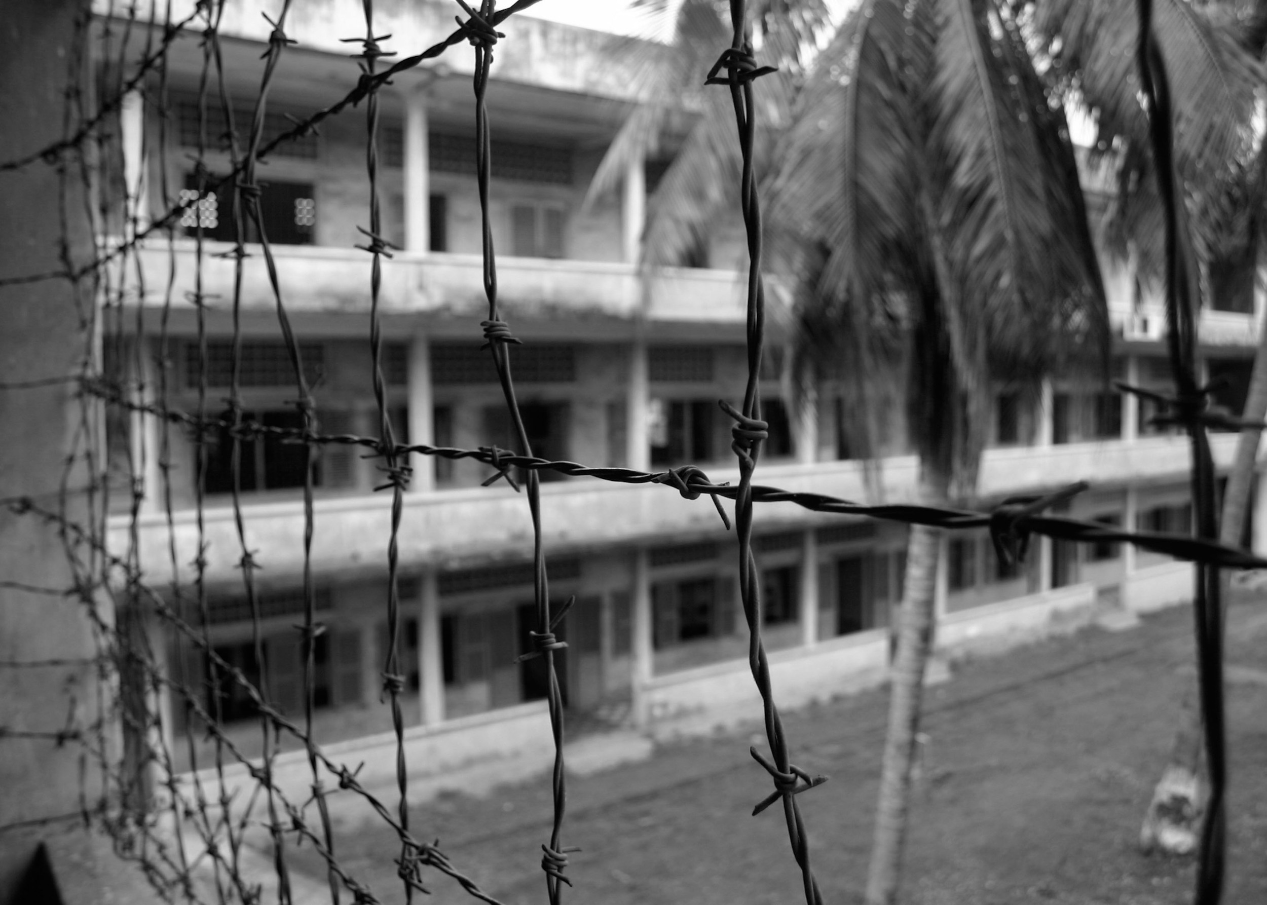 fence tuol sleng.jpg