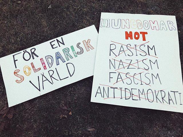 Idag, den första maj, är Sveriges ungdomsråd på plats i Ludvika för att stå upp för solidaritet & allas lika värde. På plats finns även Dalarna mot rasism, organisationen driver ett antirasistiskt arbete som Sveriges ungdomsråd stödjer. Enligt Sveriges ungdomsråds visions-samt politiska program ställer vi oss starkt mot all form av rasism, nazism, fascism samt antidemokrati och det är en av anledningarna till att vi är på plats idag! [ bildcred: @pansycakee ]