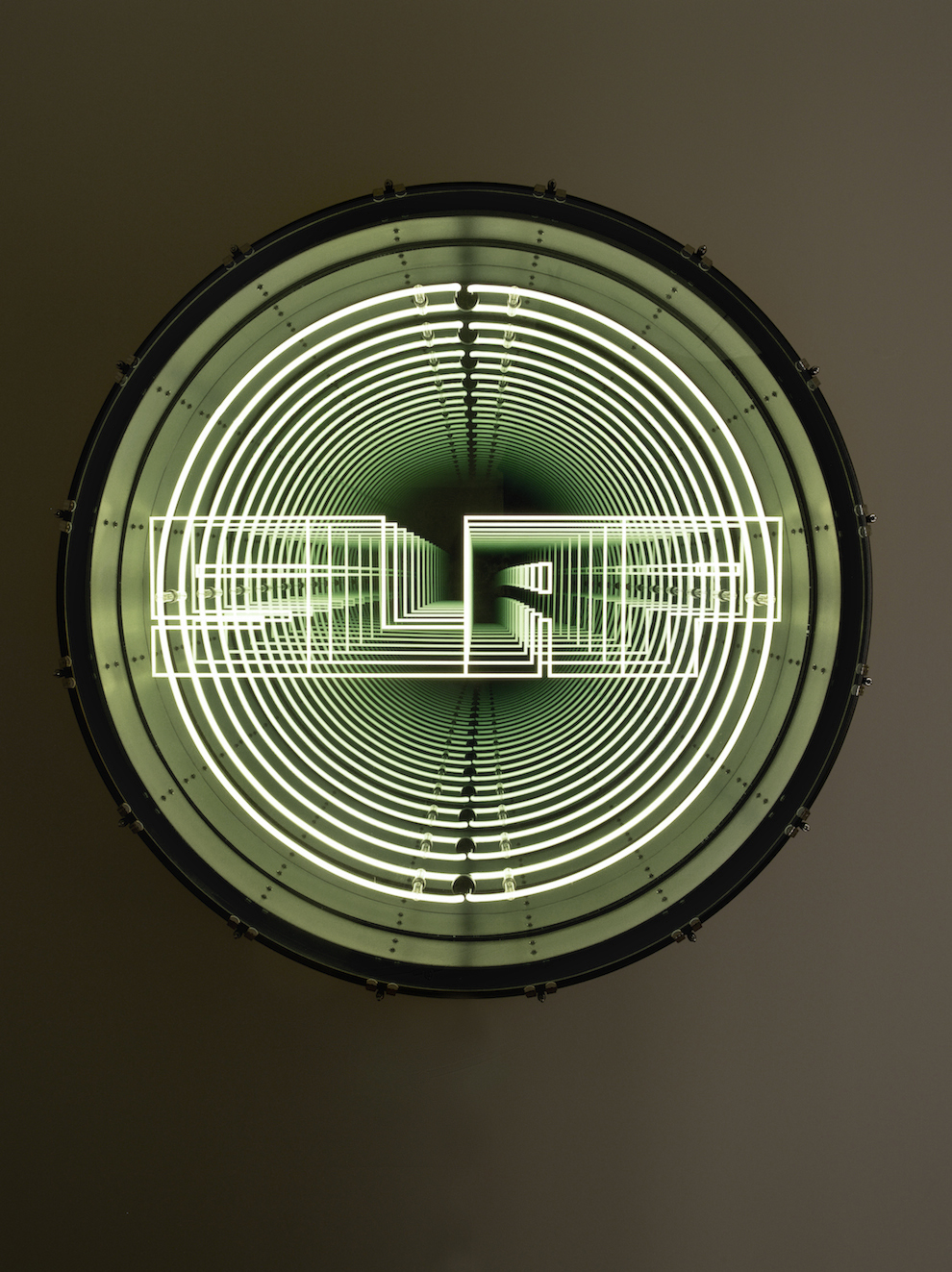 Slap, 2017  Drum, neon, LED lights, plywood, metal, mirror, one-way mirror and electric energy  16 . x 49 . in.  Photo : B.Huet-Tutti  Courtesy Galerie Daniel Templon, Paris and Bruxelles.