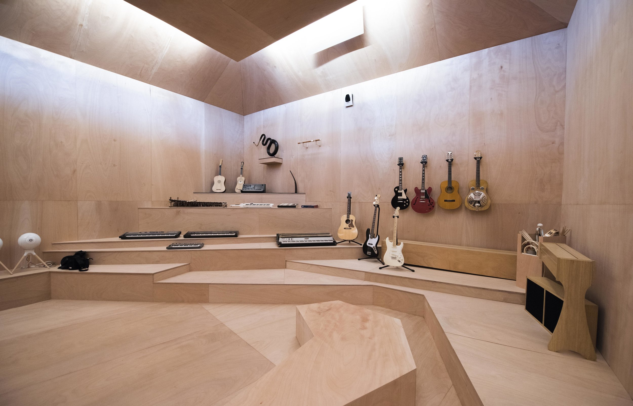"Xavier Veilhan, Studio Venezia (2017) Installation view (""The Green Room"") French Pavilion, Biennale di Venezia Photo © Giacomo Cosua © Veilhan / ADAGP, Paris, 2017"