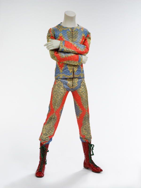 2018_David_Bowie_is_18_Quilted_two_piece_suit_1972_4000w_600_800.jpg