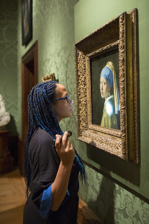 Meisje met de Parel-Mauritshuis_Girl in the Spotlight.jpg