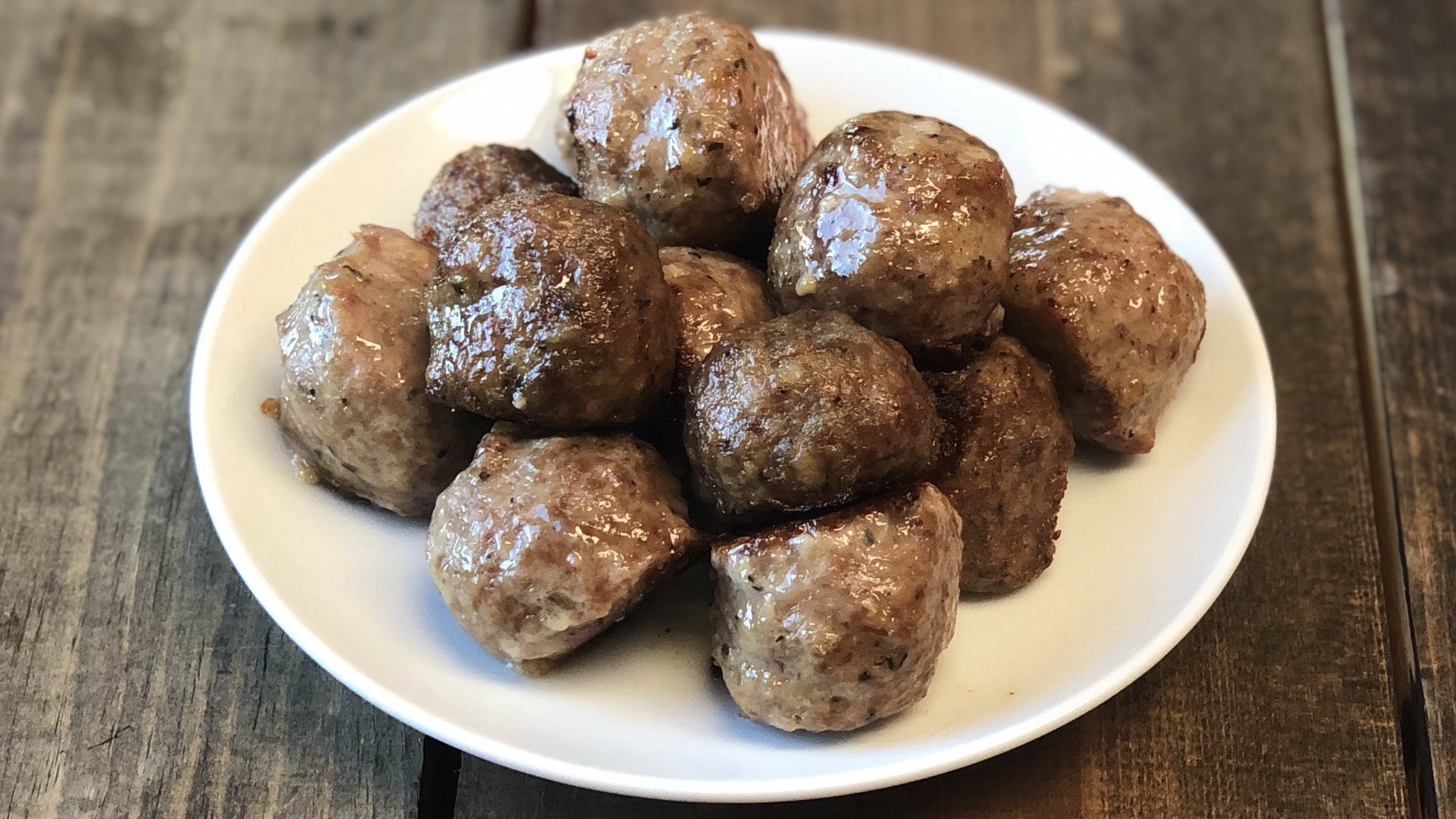 Italian Style Meatballs 16x9 Zoom.jpg