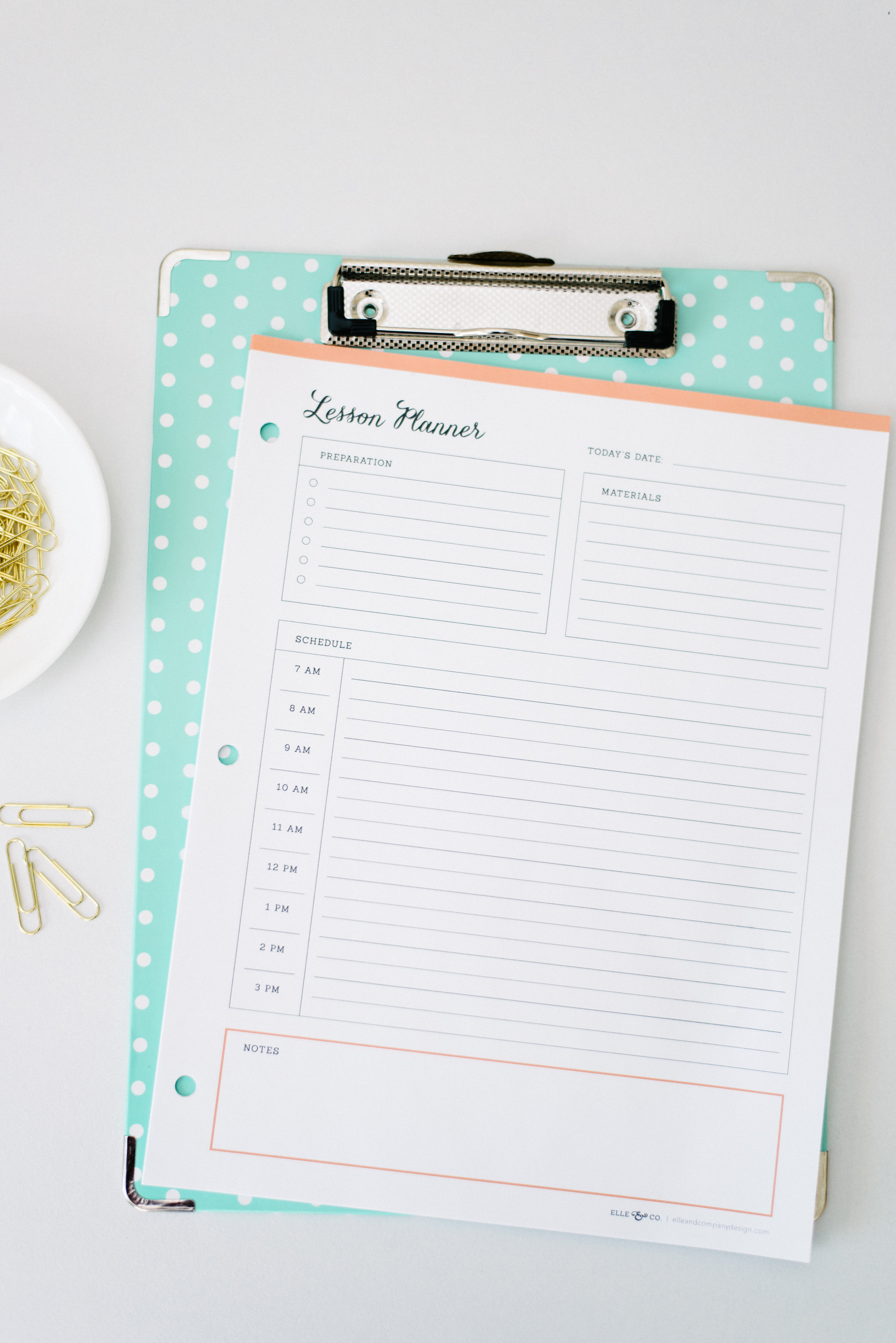Printable lesson planner - perfect for teachers and homeschool mommas! // Elle & Company