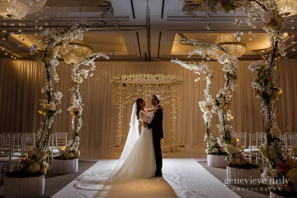 Elissa-Brad-022-intercontinental-hotel-cleveland-wedding-photographer-genevieve-nisly-photography-1024x682.jpg