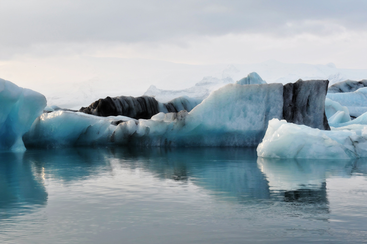 Jökulsárlón: a lake filled with glacial icebergs