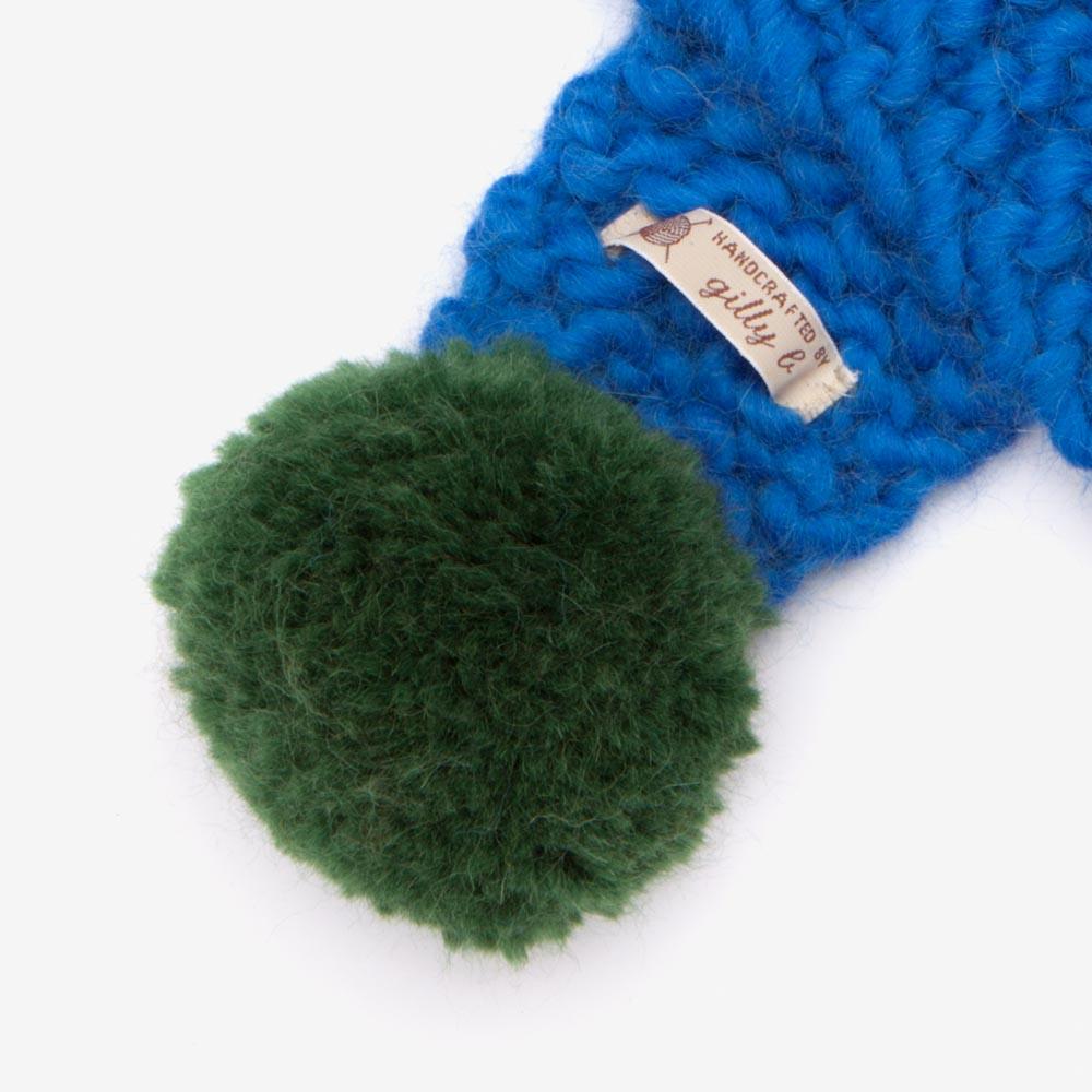 blue_scarf_pompom.jpg