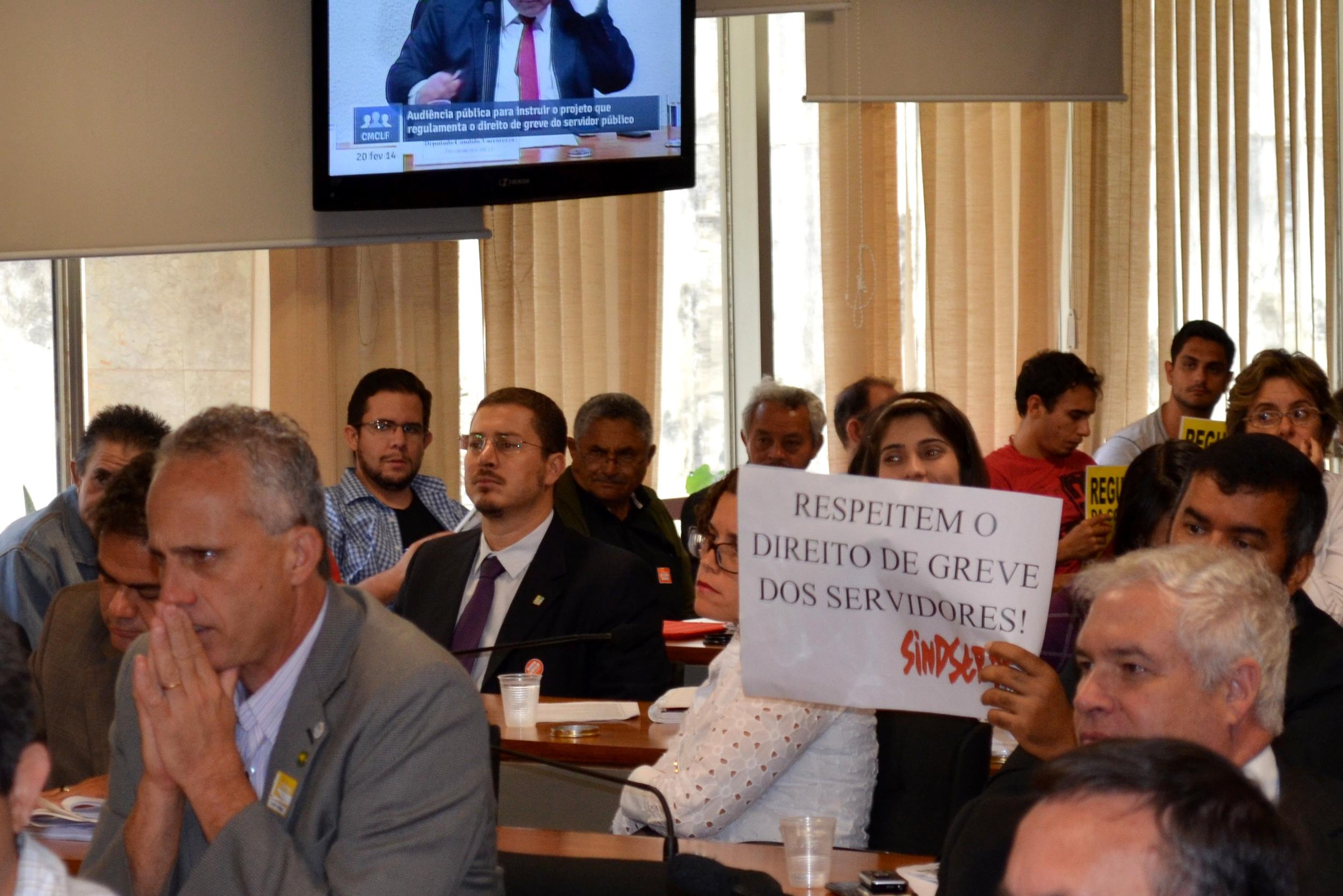 O diretor Cadu de Azevedo (de terno escuro) representou os EPPGGs na audiência pública. Foto: Filipe Calmon/ANESP