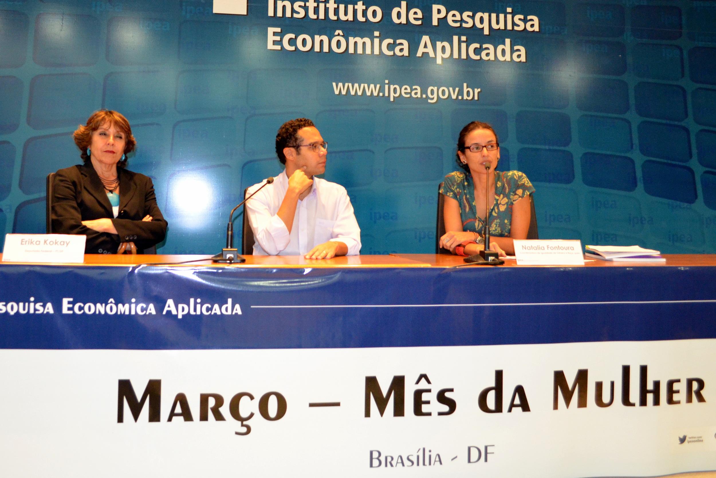 Deputada Federal Érika Kokay, presidente da AFIPEA, Fábio de Sá, e EPPGG Natália Fontoura. Foto: Filipe Calmon / ANESP