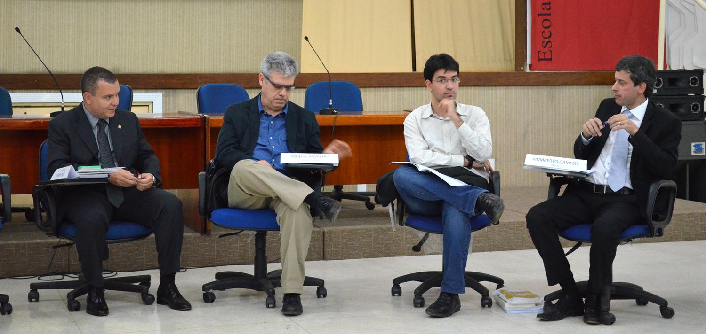 João Aurélio e Paulo Carvalho (E) conduziram o debate profundo em conteúdo de forma leve e descontraída.Foto: Filipe Calmon / ANESP