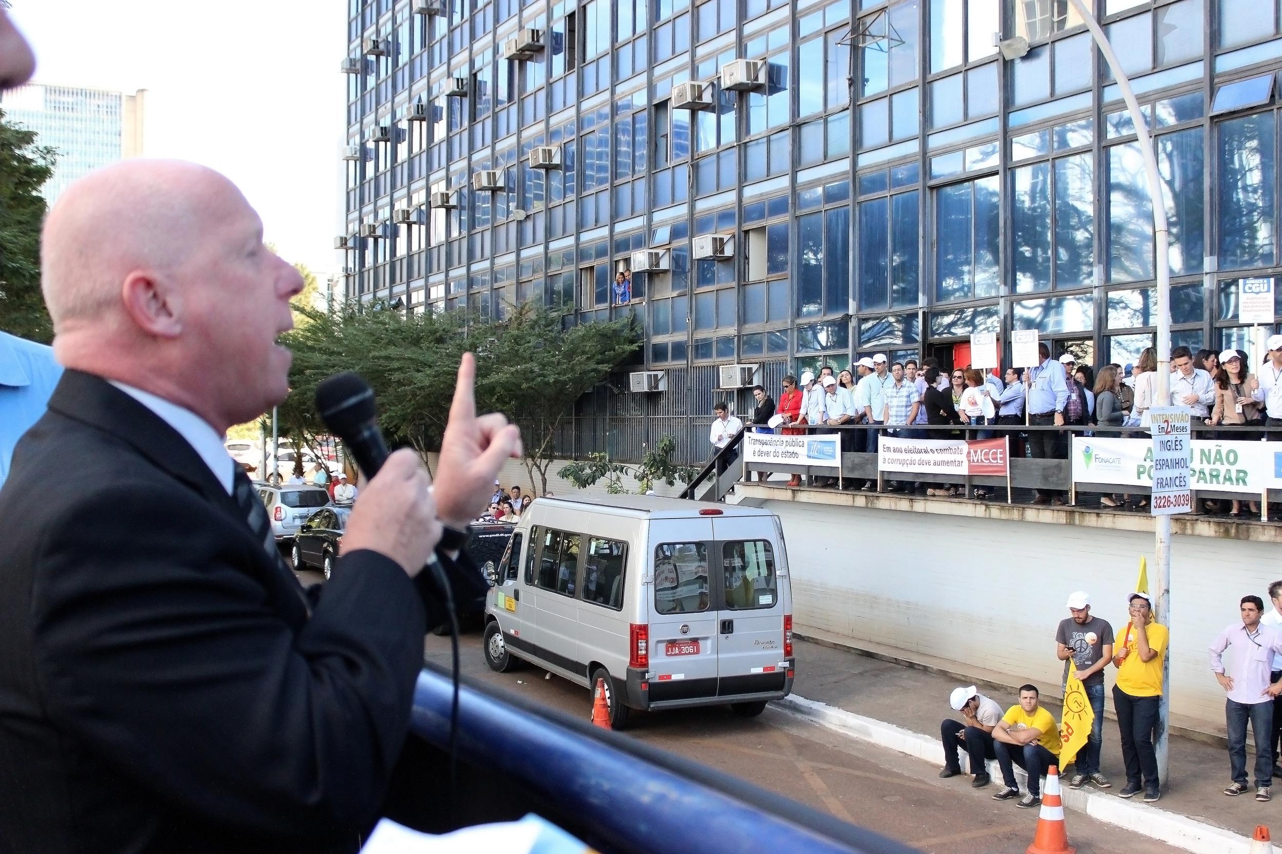 """O presidente do Fonacate, Roberto Kupski, que participou também de toda a mobilização, afirmou que o ato vem ao encontro dos anseios da sociedade, """"que reclama o combate à corrupção e a fiscalização do dinheiro público"""". Foto: Divulgação / Fonacate"""