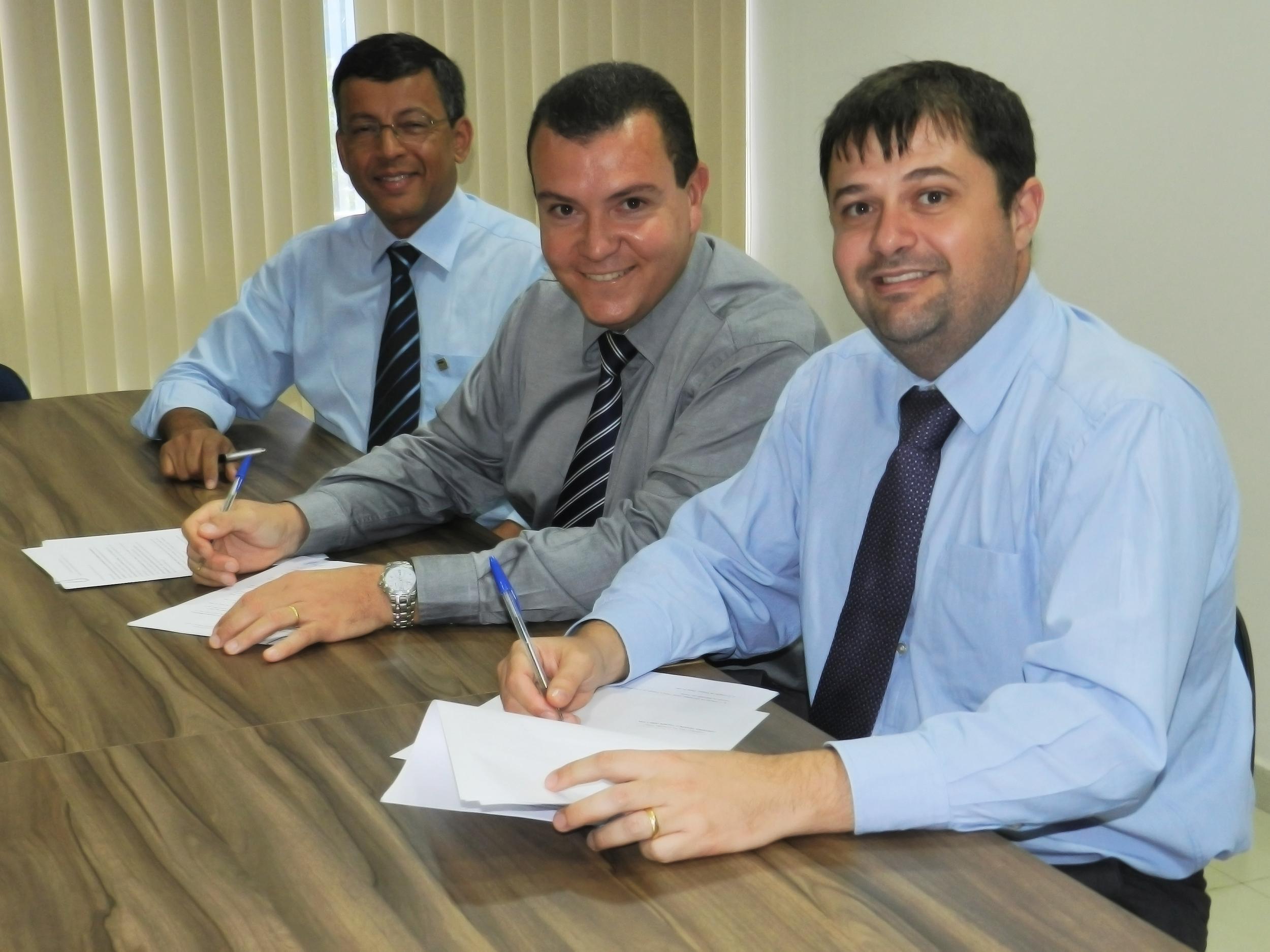 Os presidentes da Assecor, ANESP e AACE, Eduardo Rodrigues, João Aurélio e Marcelo Reis. Foto: Assecor
