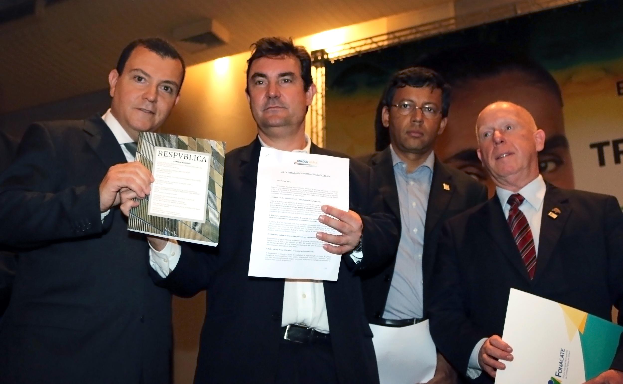 João Aurélio (ANESP), Alexandre Navarro (comitê Marina Silva), Eduardo Rodrigues (Assecor) e Roberto Kupski (Fonacate). Foto: Filipe Calmon / ANESP