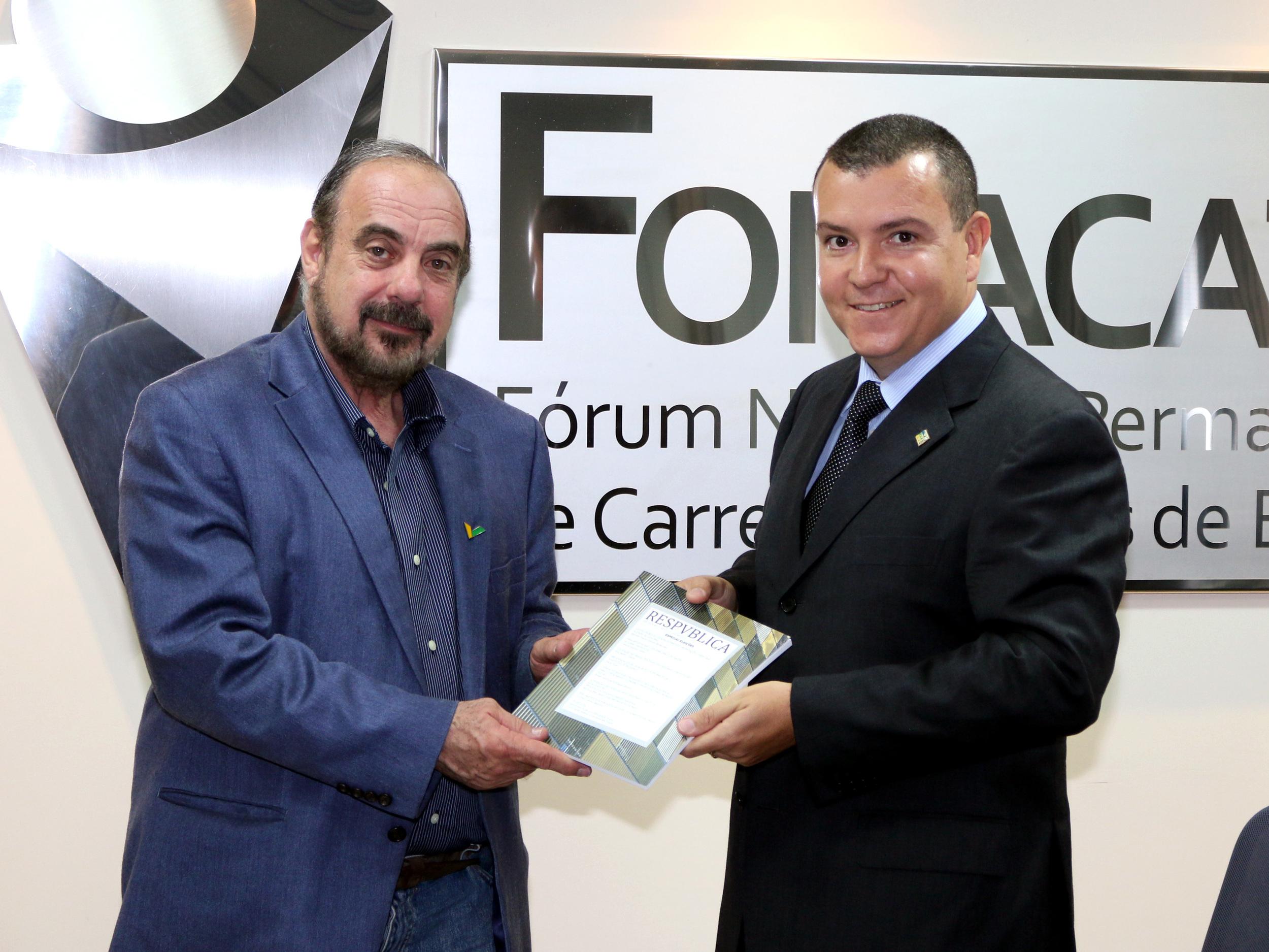 Entidades do Fonacate se reúnem com coordenador da campanha de Aécio Neves