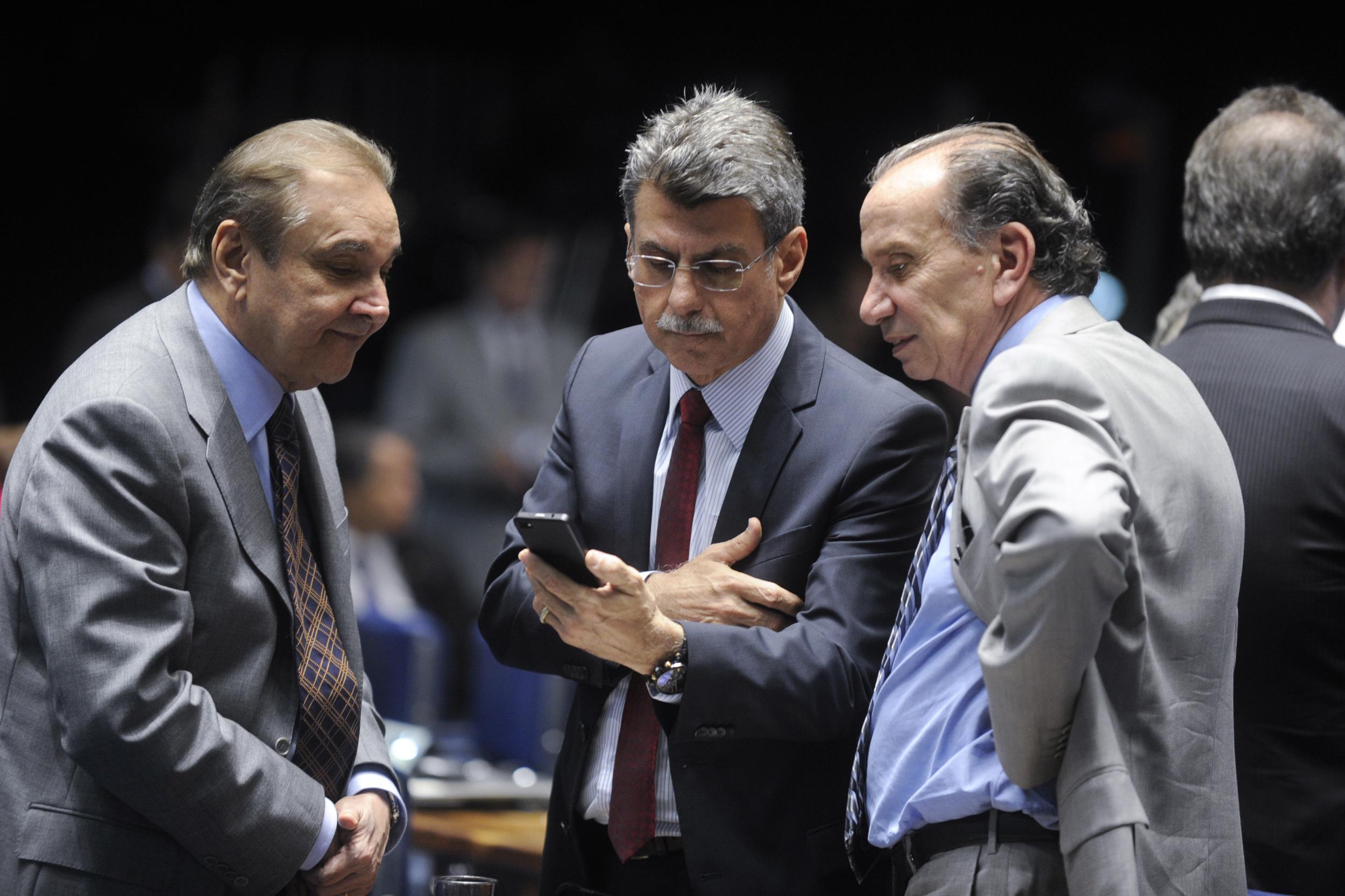 O relatório do senador Romero Jucá (centro) foi aprovado e começará a tramitação no Congresso. Foto: Moreira Mariz / Agência Senado