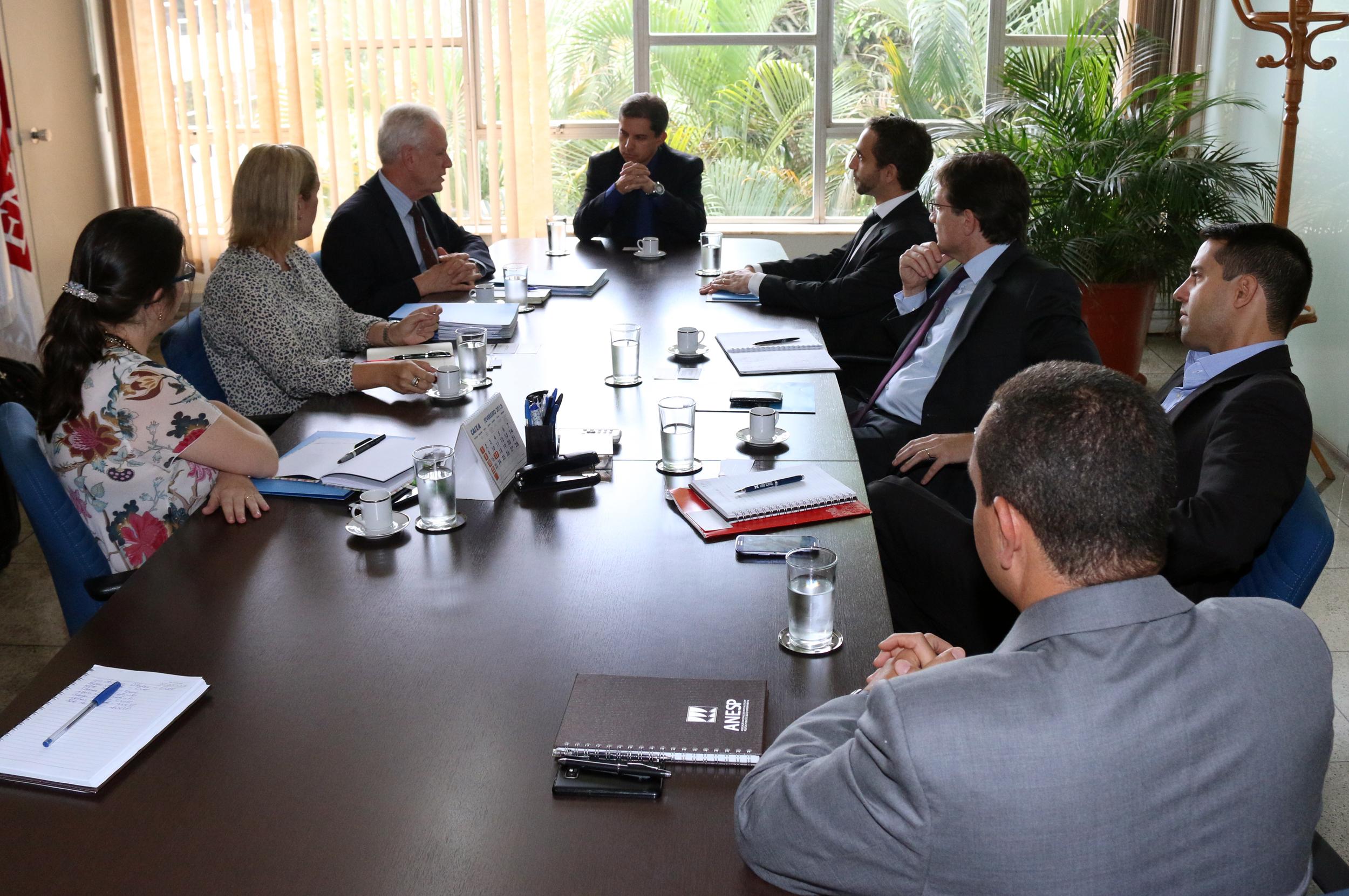 Gleisson Rubin, ao centro, recebe representantes da Columbia