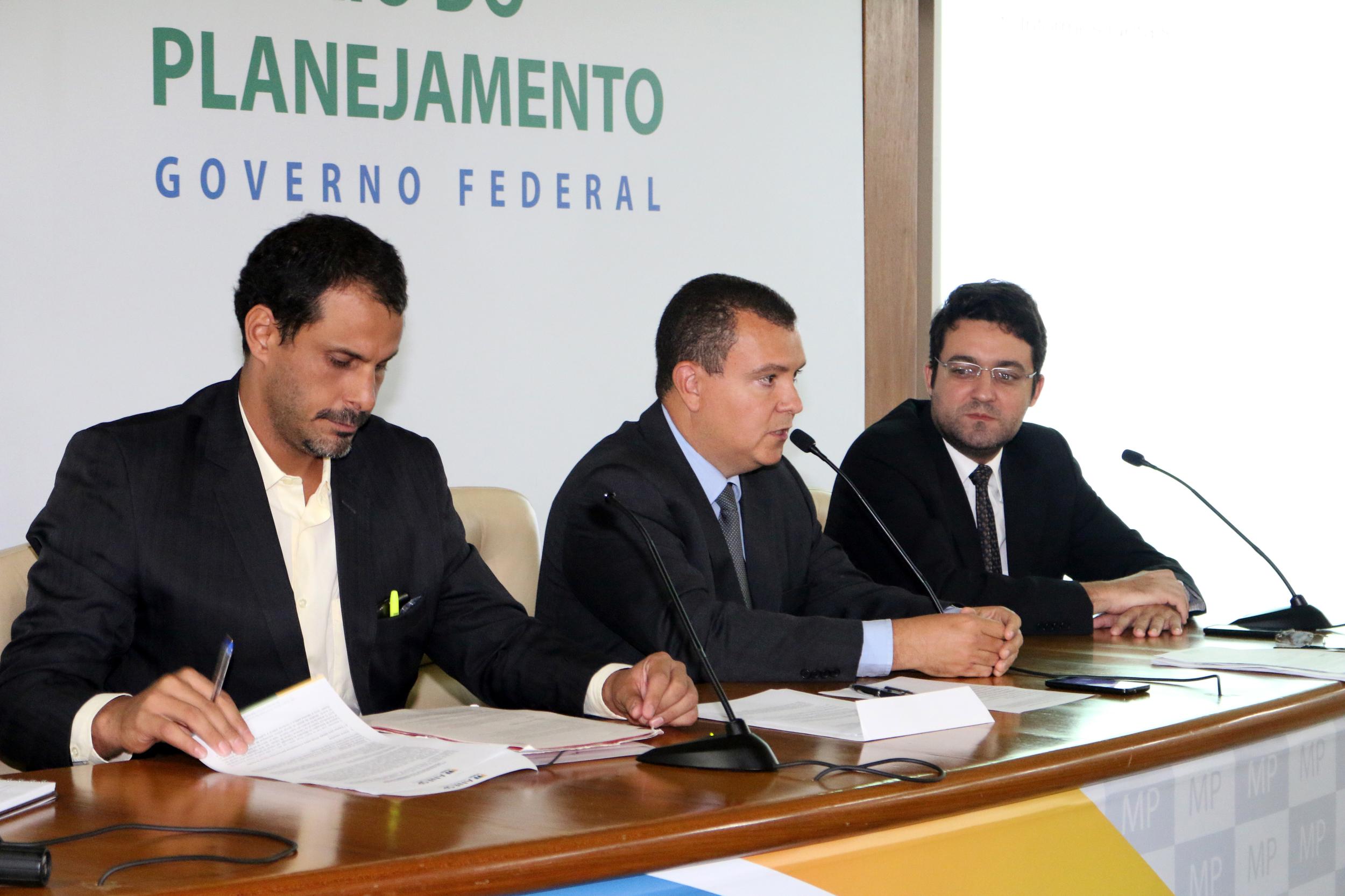 Andrei Soares, João Aurélio, Alex Canuto - AGE 13-03-2015 - MP - Filipe Calmon - ANESP.jpg