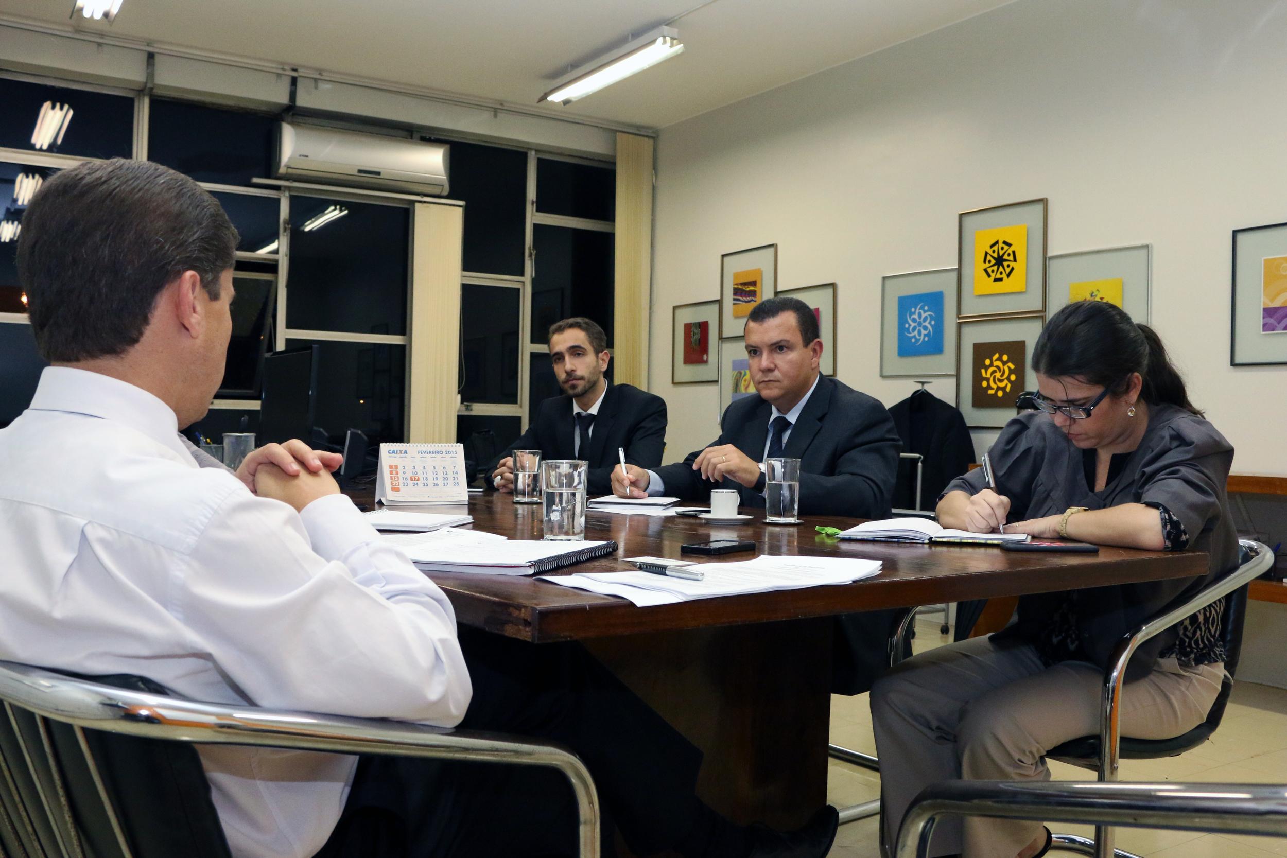 O PresidenteJoão Aurélio e o Diretor de ComunicaçãoMatheus Azevedoforam recebidos pelo Presidente da ENAP,Gleisson Rubin, e aChefe de Gabinete da ENAP,Aline Soares, ambos EPPGGs. Foto: Filipe Calmon / ANESP