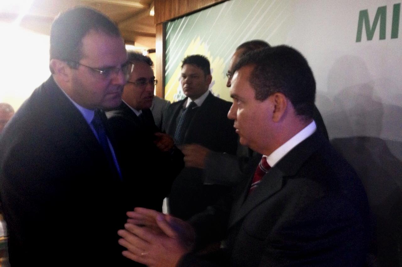 Ministro Nelson Barbosa ouve o Presidente da ANESP, João Aurélio. Foto: Celular