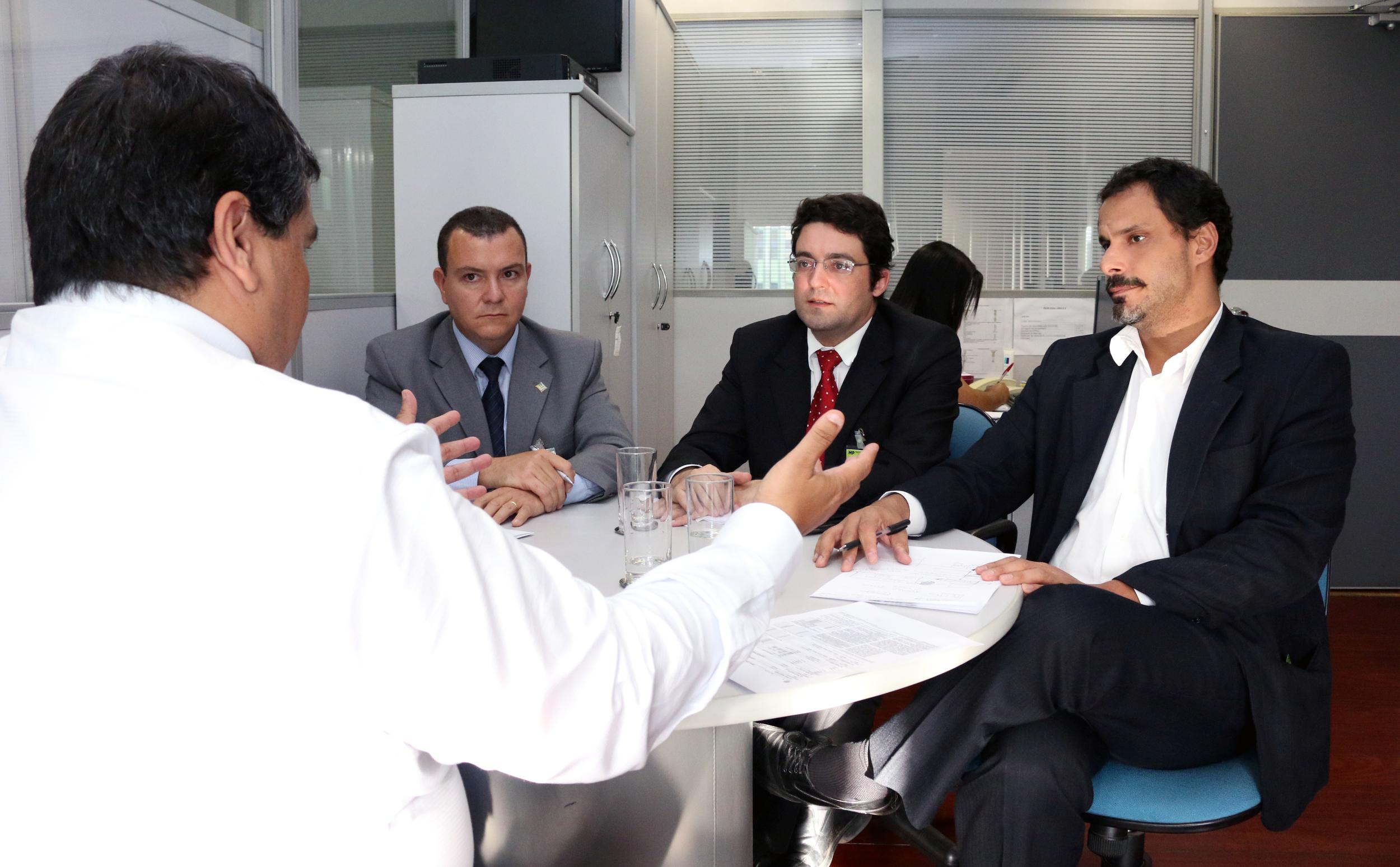 Tito Fróes, João Aurélio, Alex Canuto e Andrei Soares em reunião. Foto: Filipe Calmon / ANESP