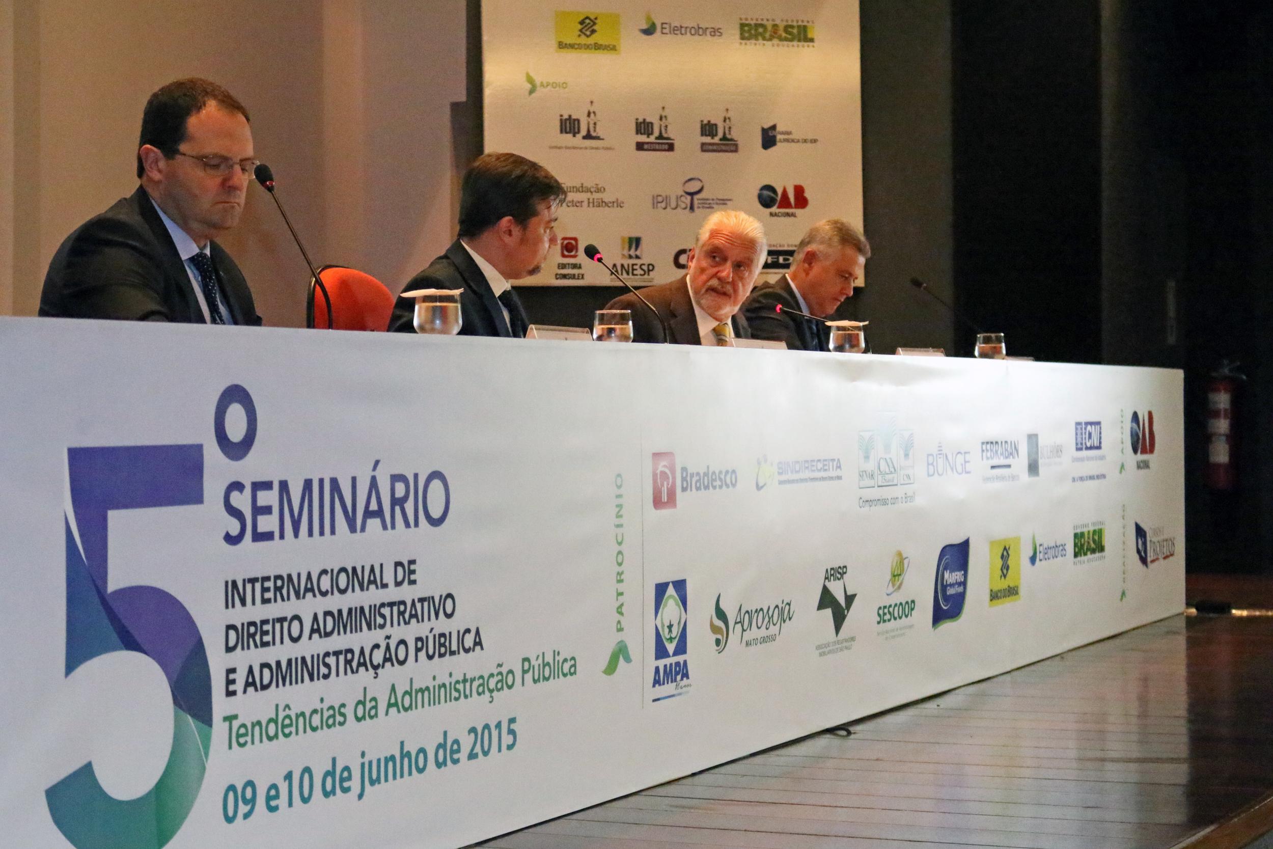 Logo da ANESP, ao lado do Ministro Jaques Wagner, estampada em material do evento.