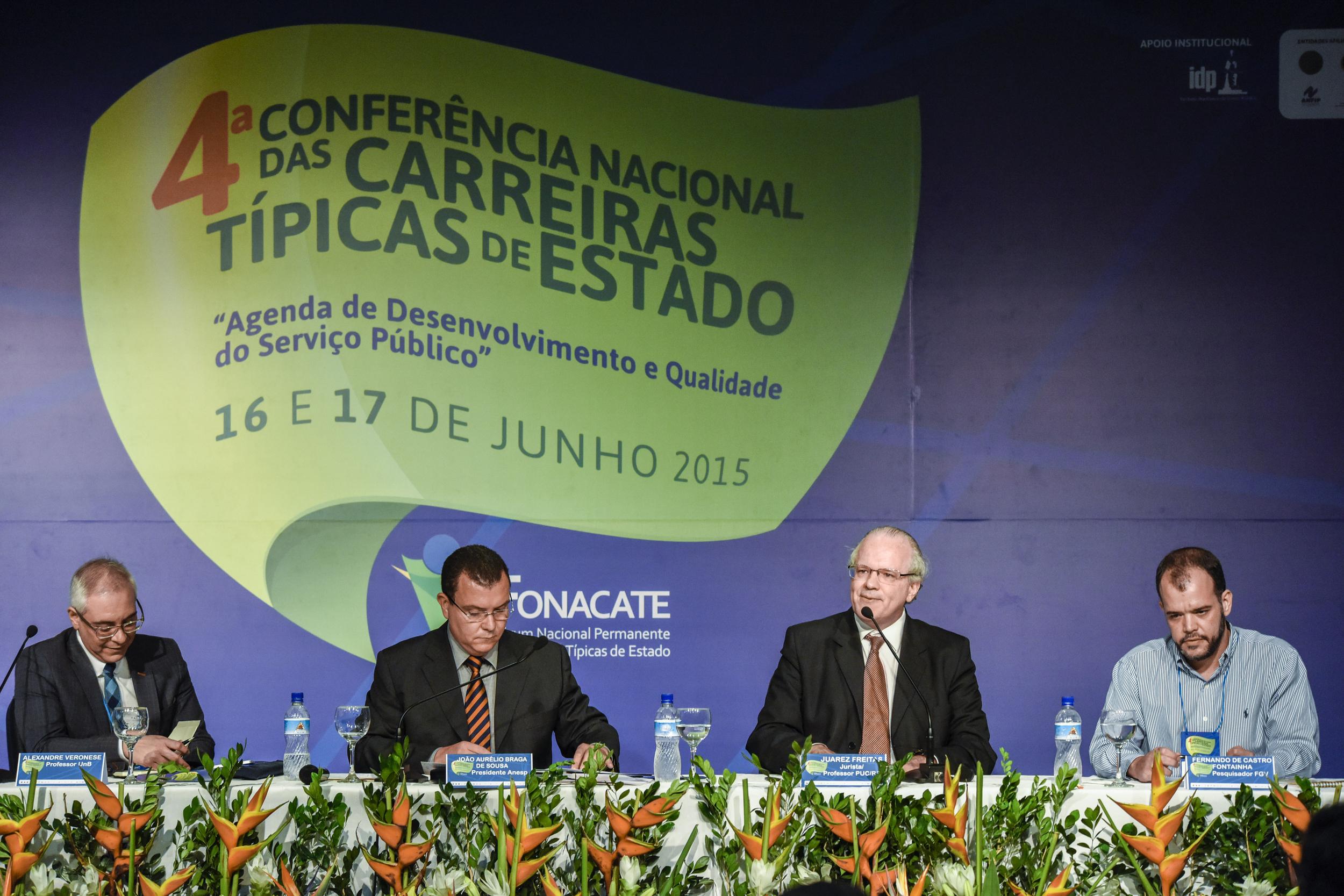 Alexandre Varonese, João Aurélio, Juarez Freitas e Fernando de Castro Fontainha compuseram a mesa sobre concurso público. Foto: Fonacate