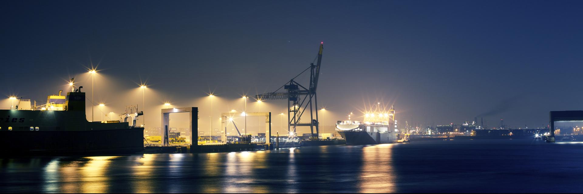 Porto de Rotterdam, na Holanda, é um dos maiores do mundo e o mais importante da Europa. Foto: Bart
