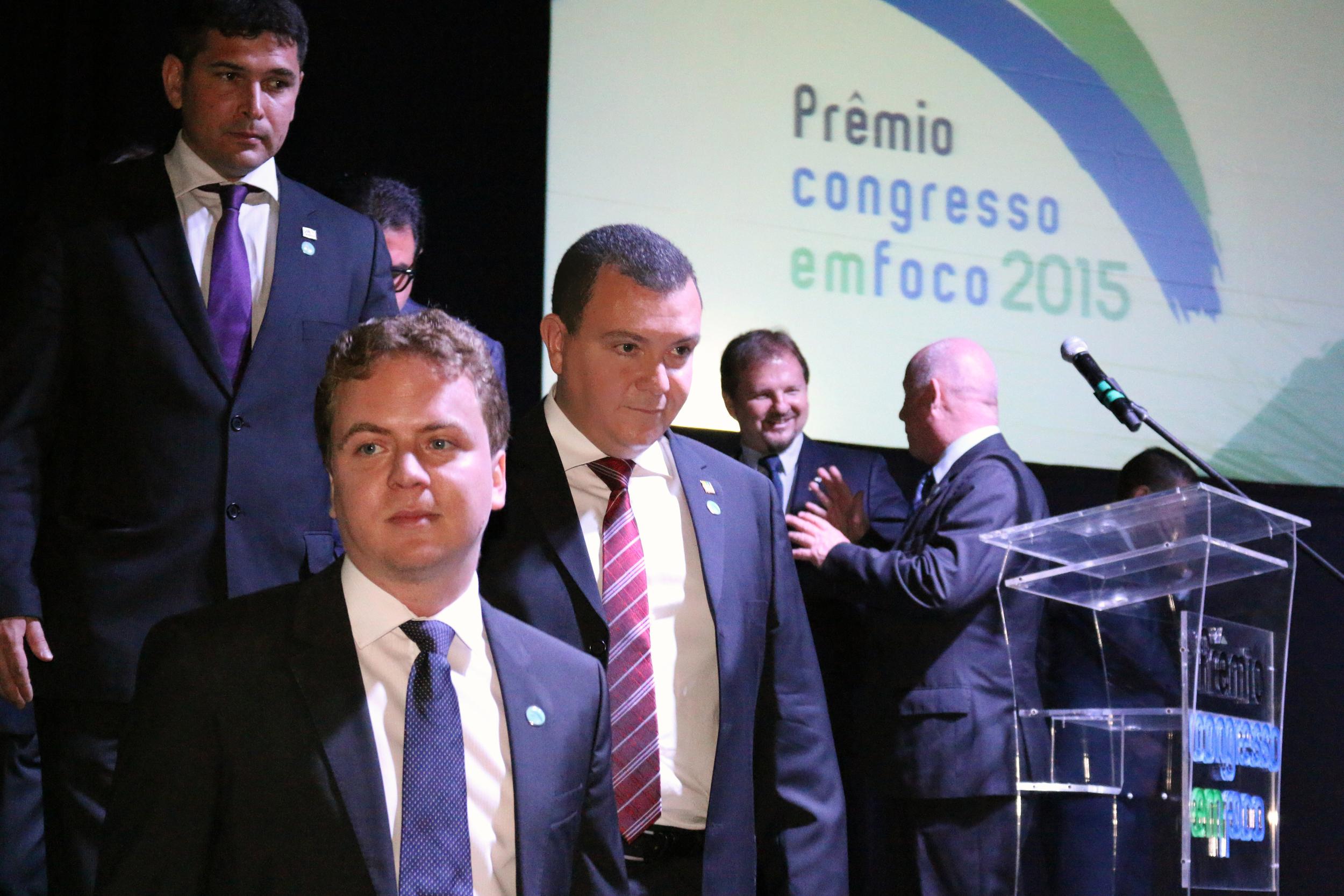 Presidente da ANESP, João Aurélio. Junto com ele, Matheus Silva, representante da AACE e, ao fundo, Márcio Gimene, Presidente da ASSECOR