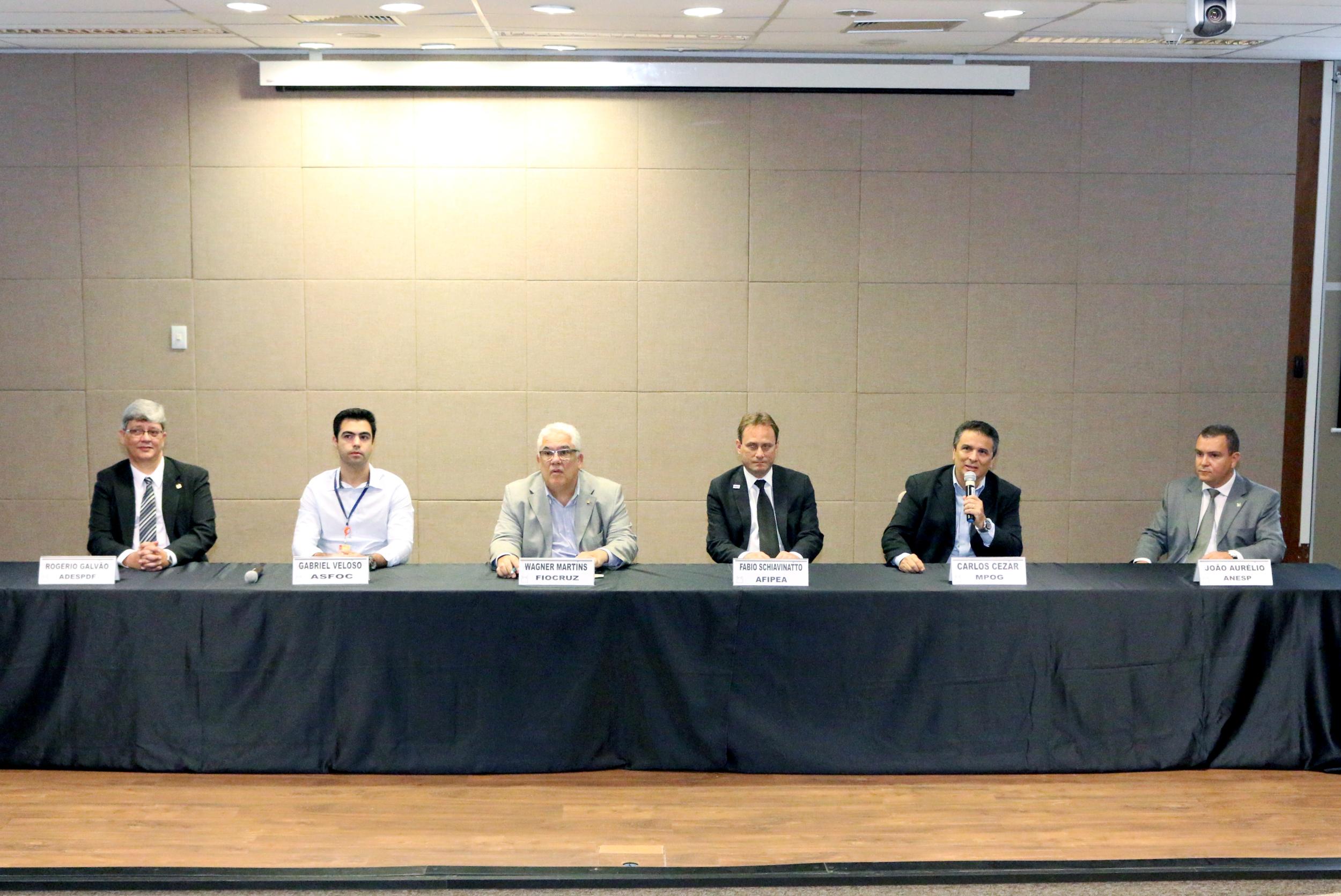 Mesa de abertura do evento contou com diversas autoridades