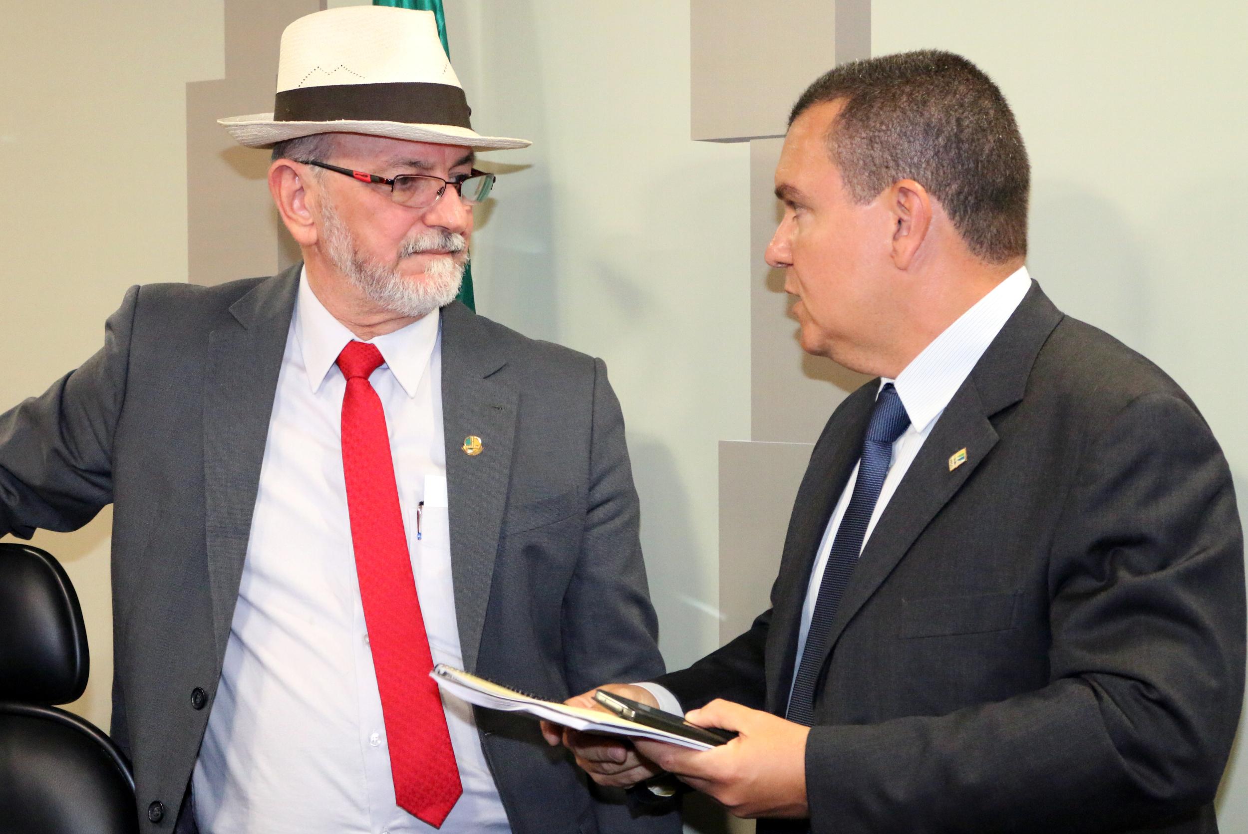 Senador Donizeti Nogueira conversa com o Presidente da ANESP