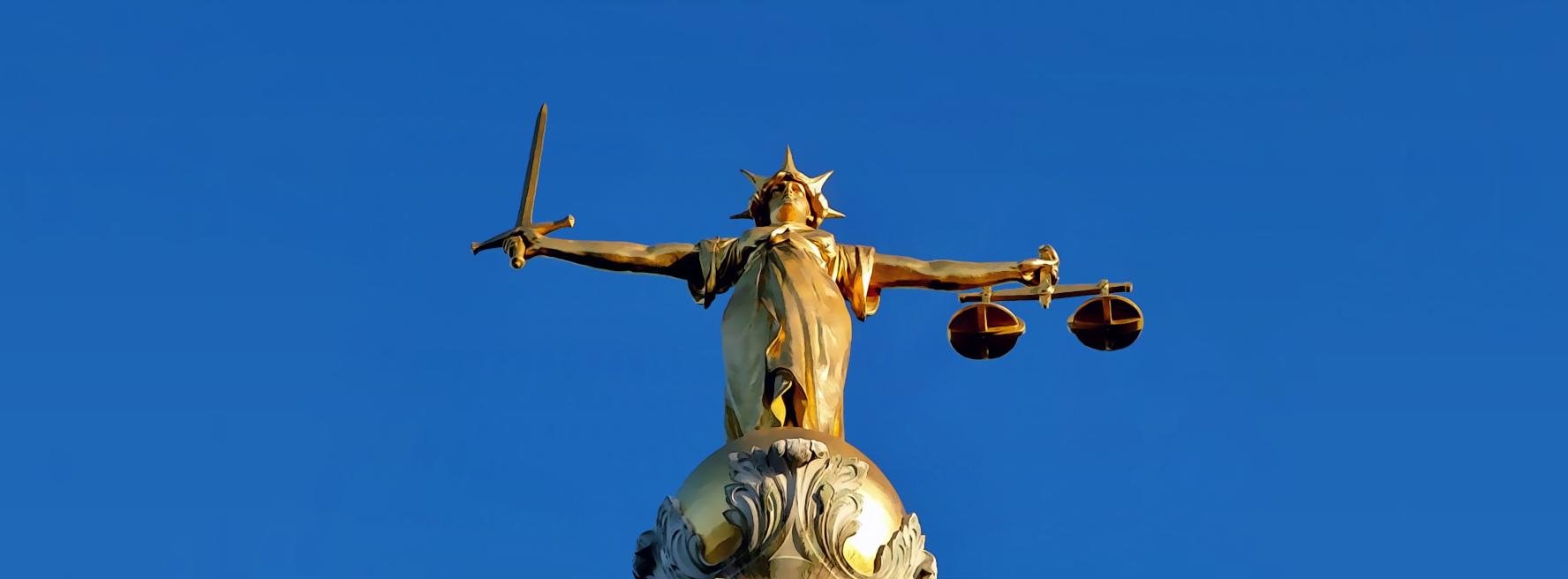 Estátua representa a Justiça no topo do Tribunal Central Criminal de Londres. Foto: Lonpicman