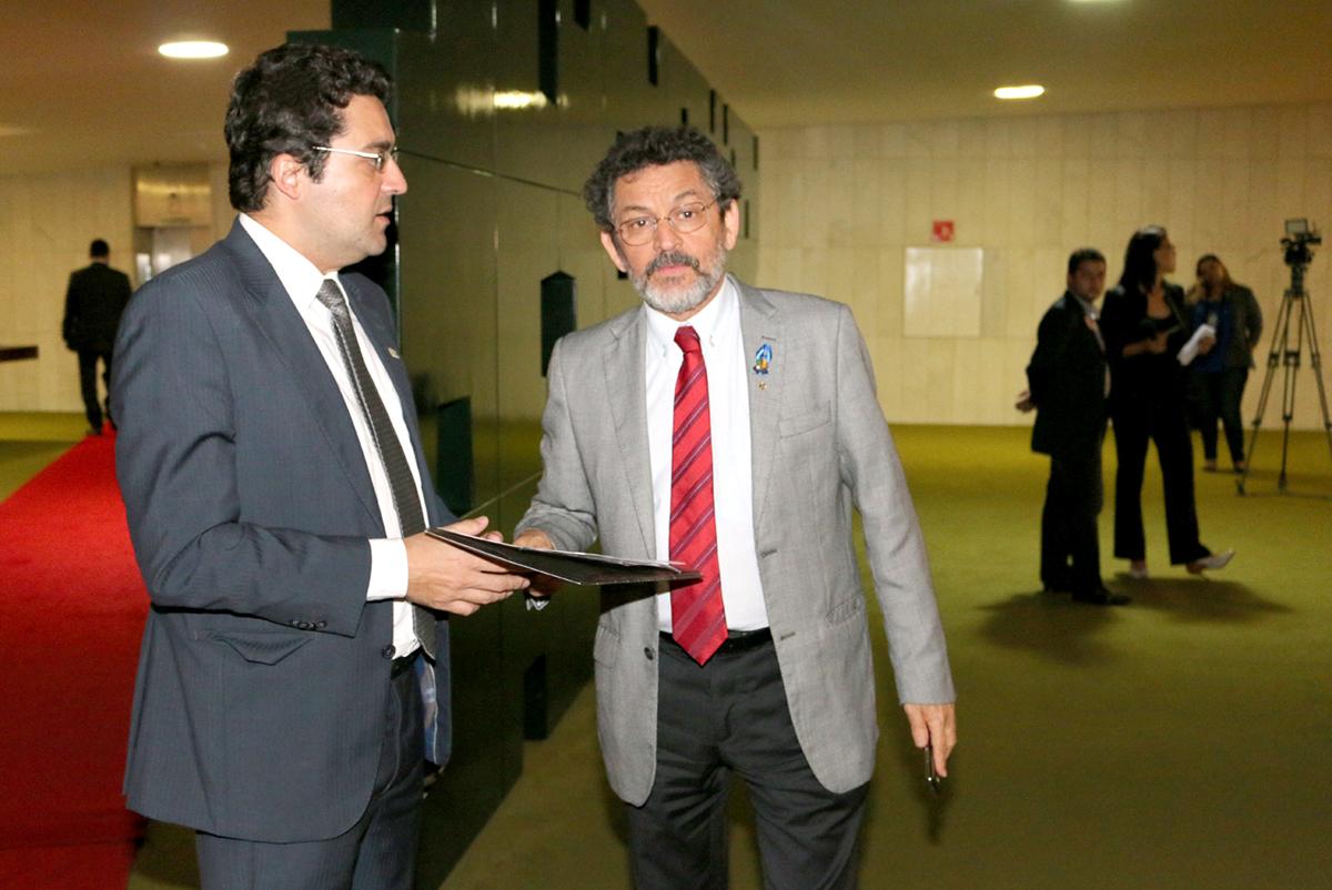 O Diretor Jurídico da ANESP, Alex Canuto, com o Senador Paulo Rocha (PT-BA)