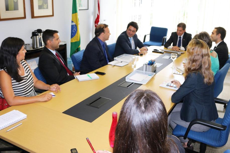 A partir da esquerda: Ana Mesquita, Pedro Cavalcante, Paulo Paiva, Alex Canuto, Gleisson Rubin, Matheus Azevedo, Maria Stela e Michelle Silva