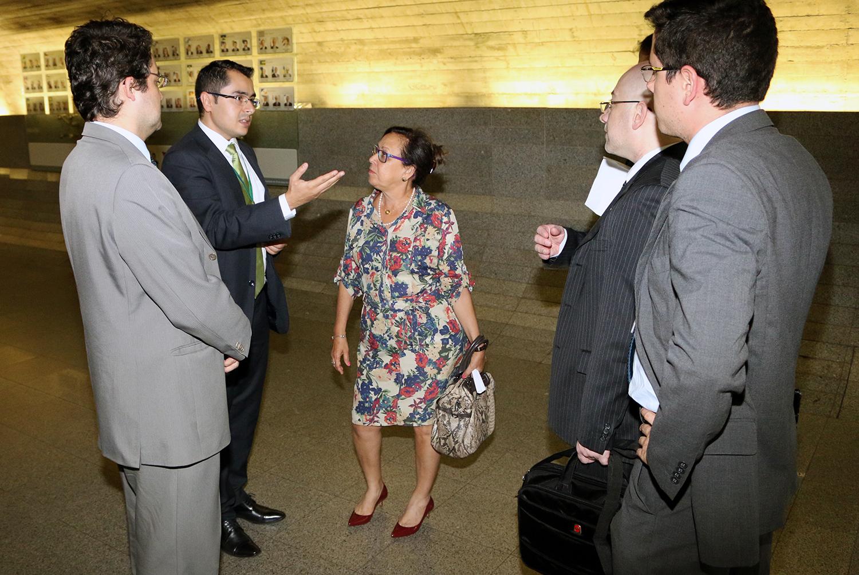 Senadora Lídice da Mata conversa com os representantes da ANESP