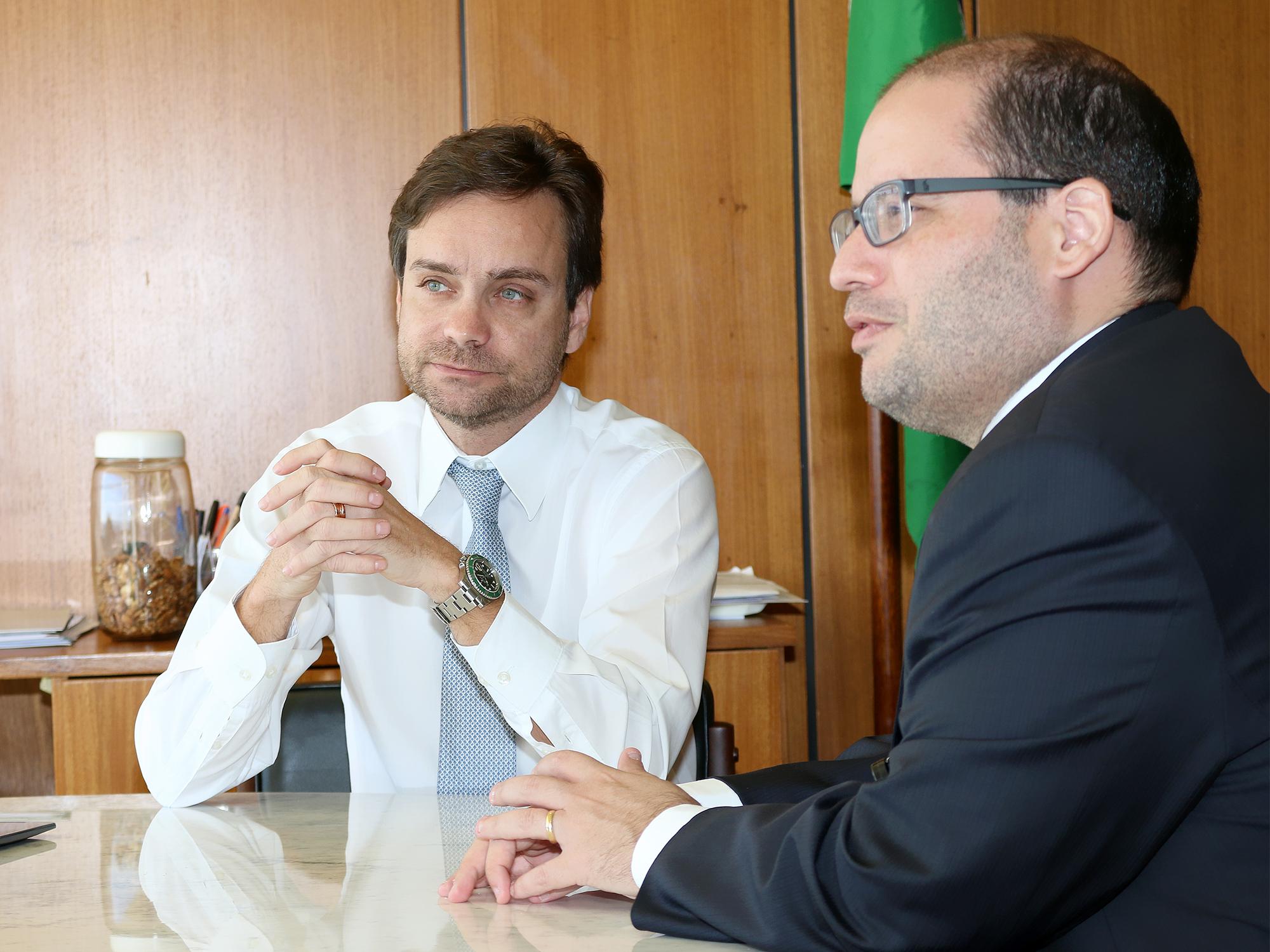 Subchefe para Assuntos Jurídicos da Casa Civil, Gustavo do Vale Rocha e o Subchefe Adjunto Felipe Cascaes Sabino Bresciani.